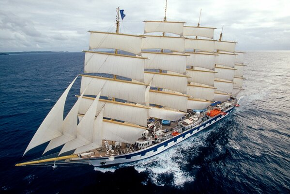 парусник море Royal Clipper океан
