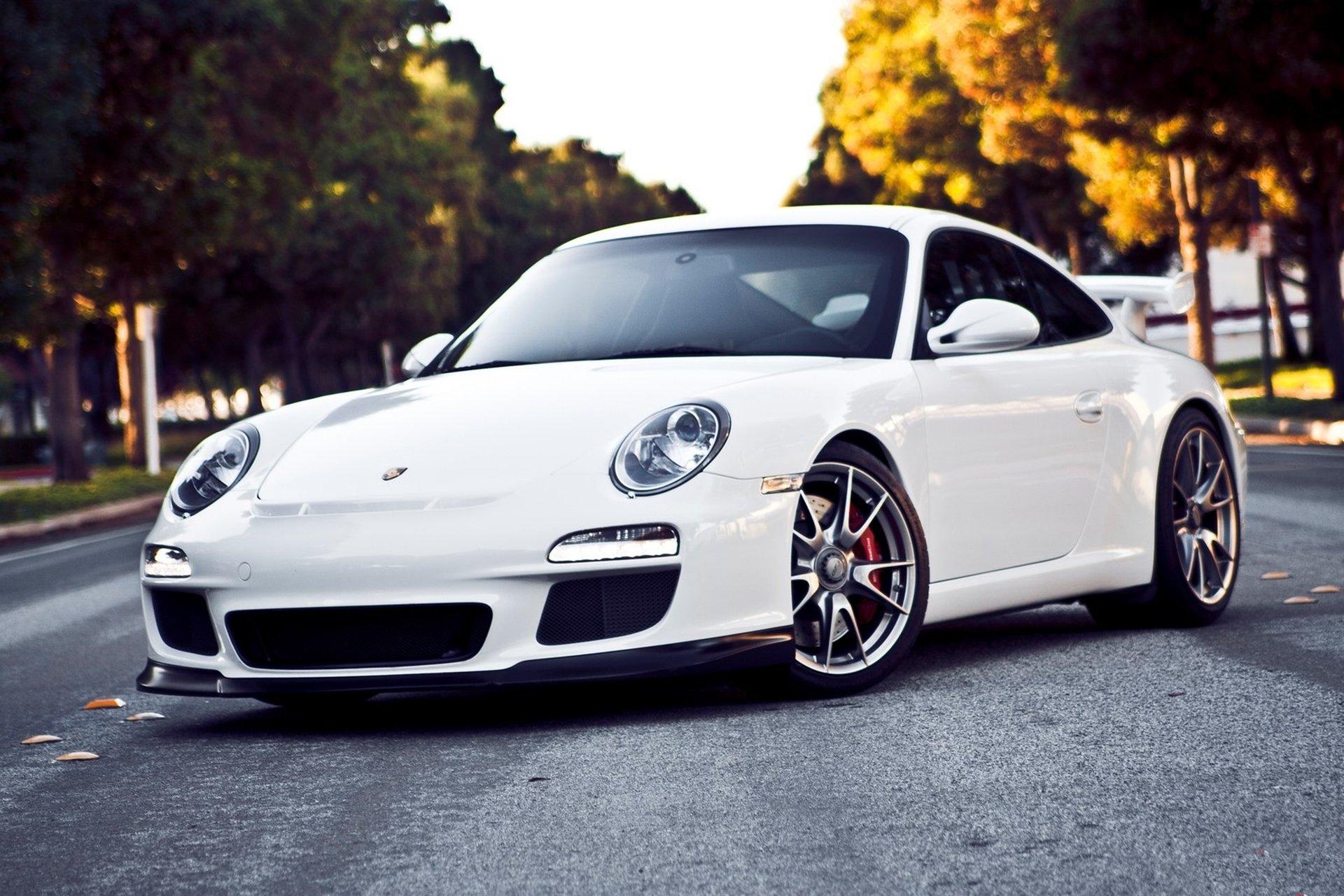 белый автомобиль спортивный porshe  № 637733  скачать