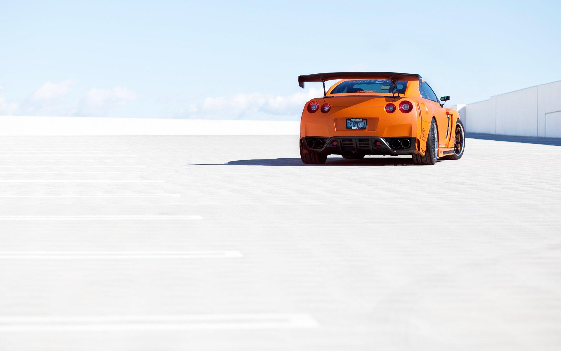 оранжевые спортивный автомобиль Nissan Skyline GTR R35  № 613256  скачать