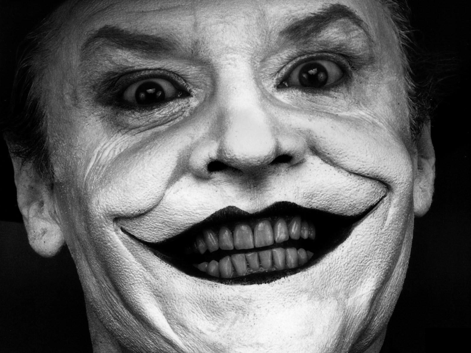 Огромная черная улыбка только