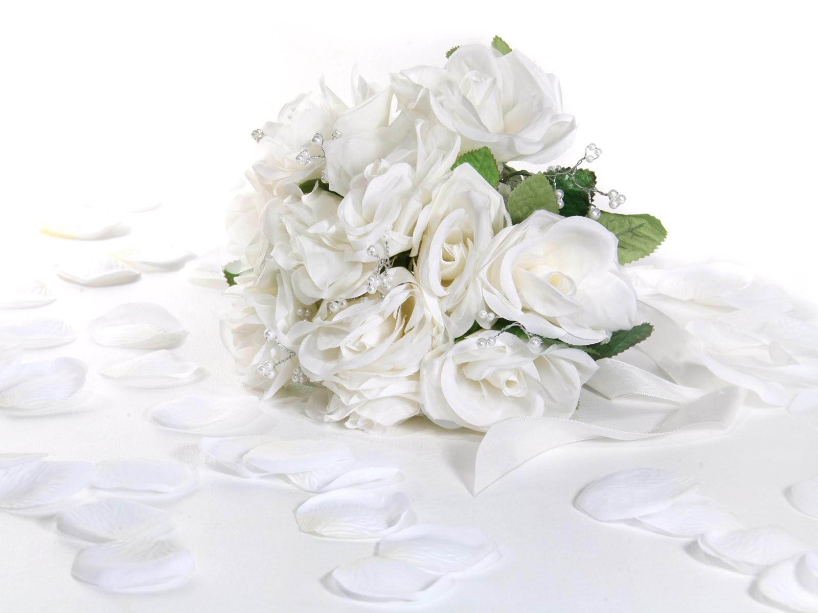 Белые розы на день рождения открытка 7418 41
