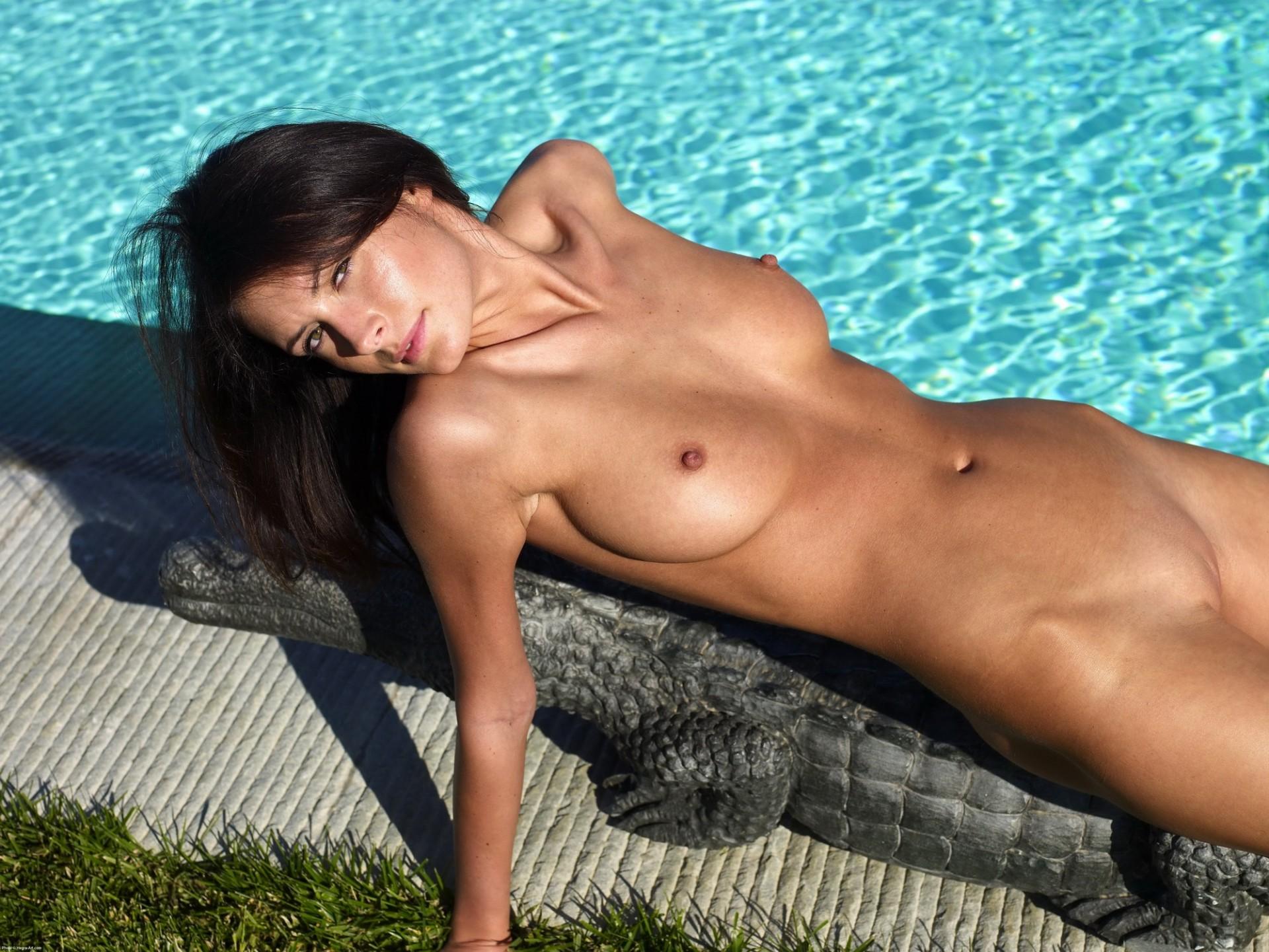 загорелые голые женщины видео