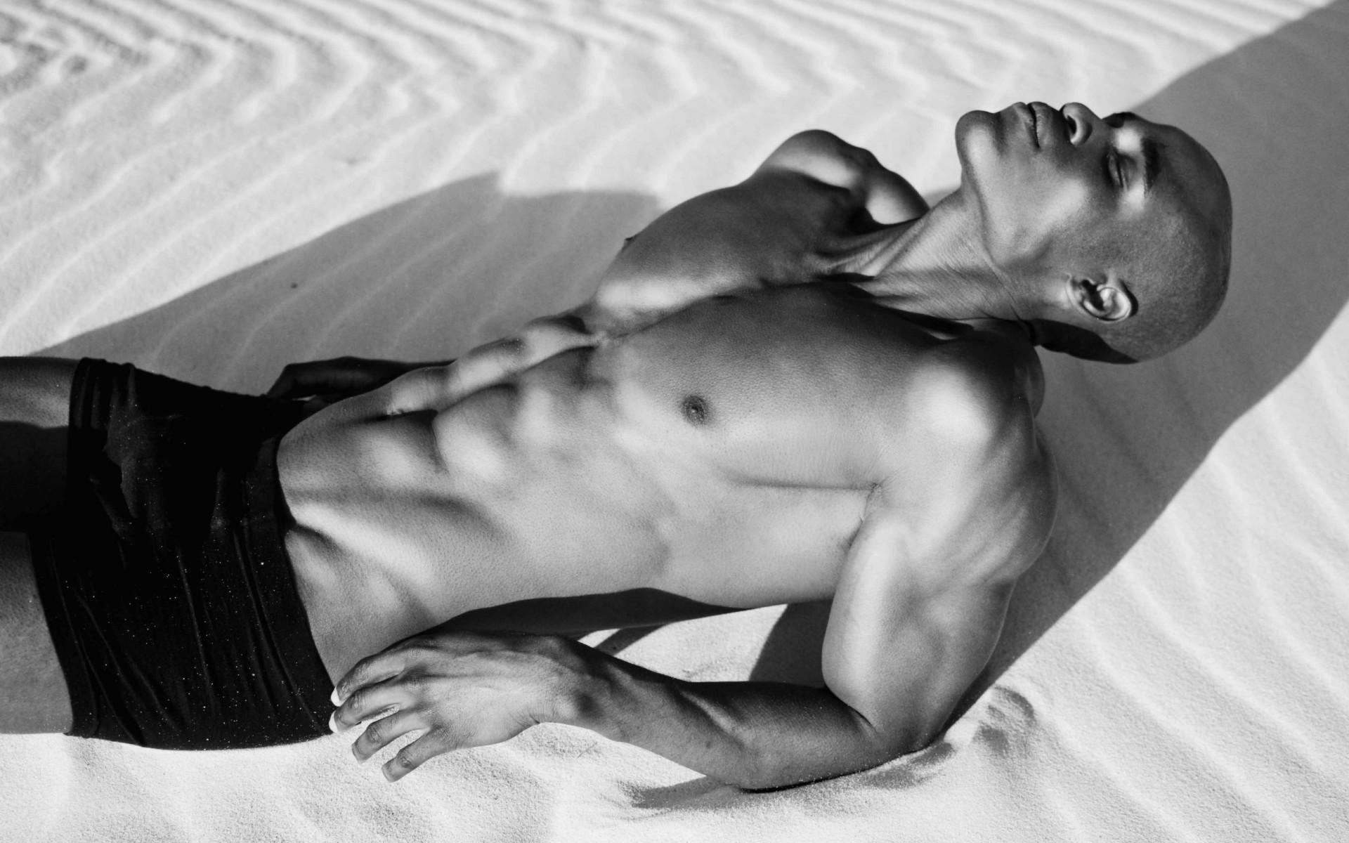 Без фото голых однжды мужчин красивы