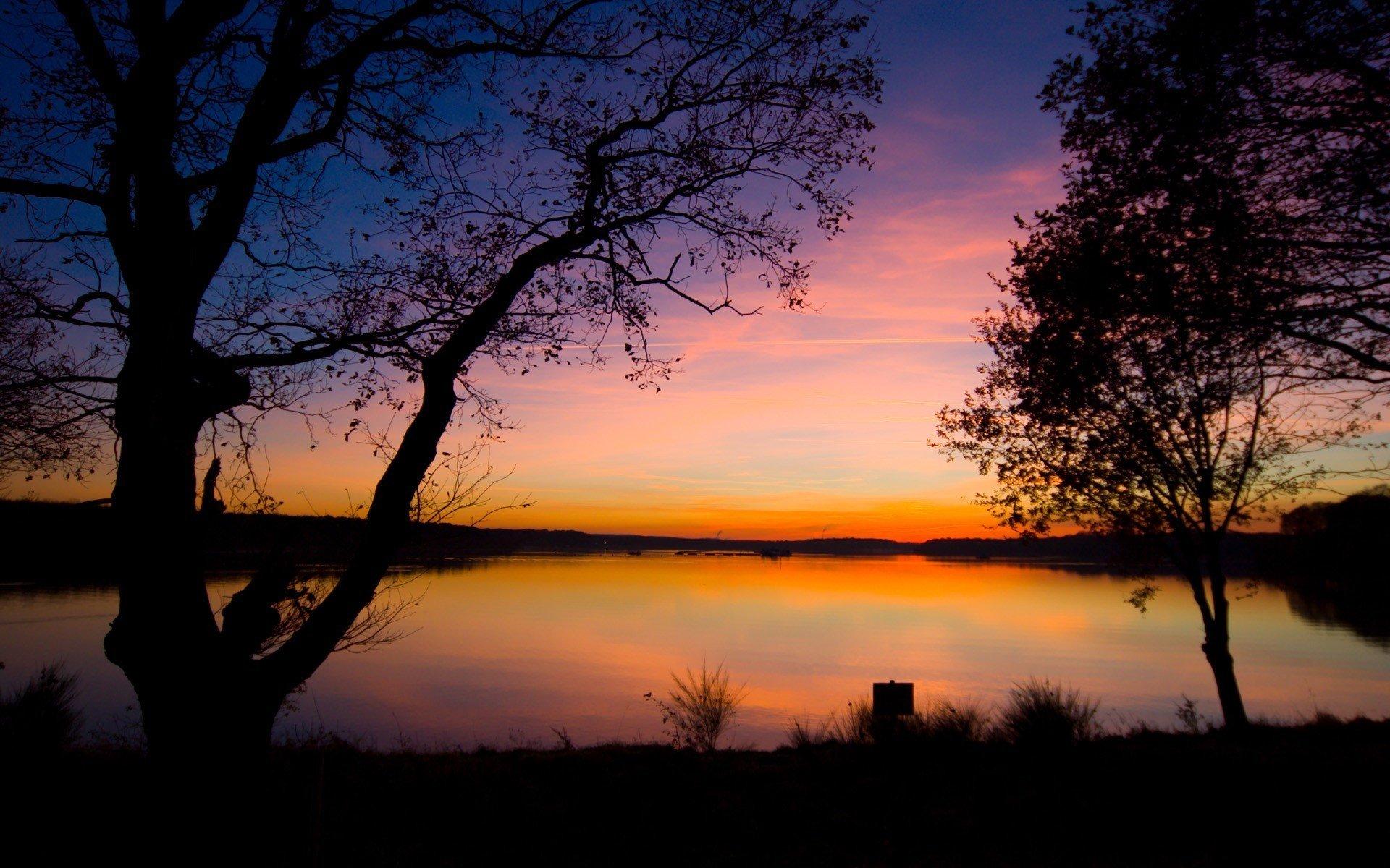 Закат озеро деревья скачать