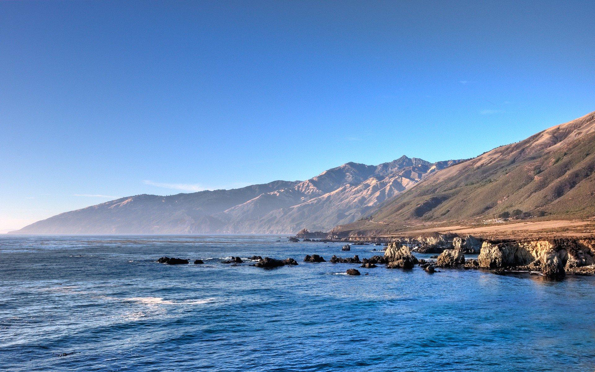 Горы у океана  № 1670803  скачать