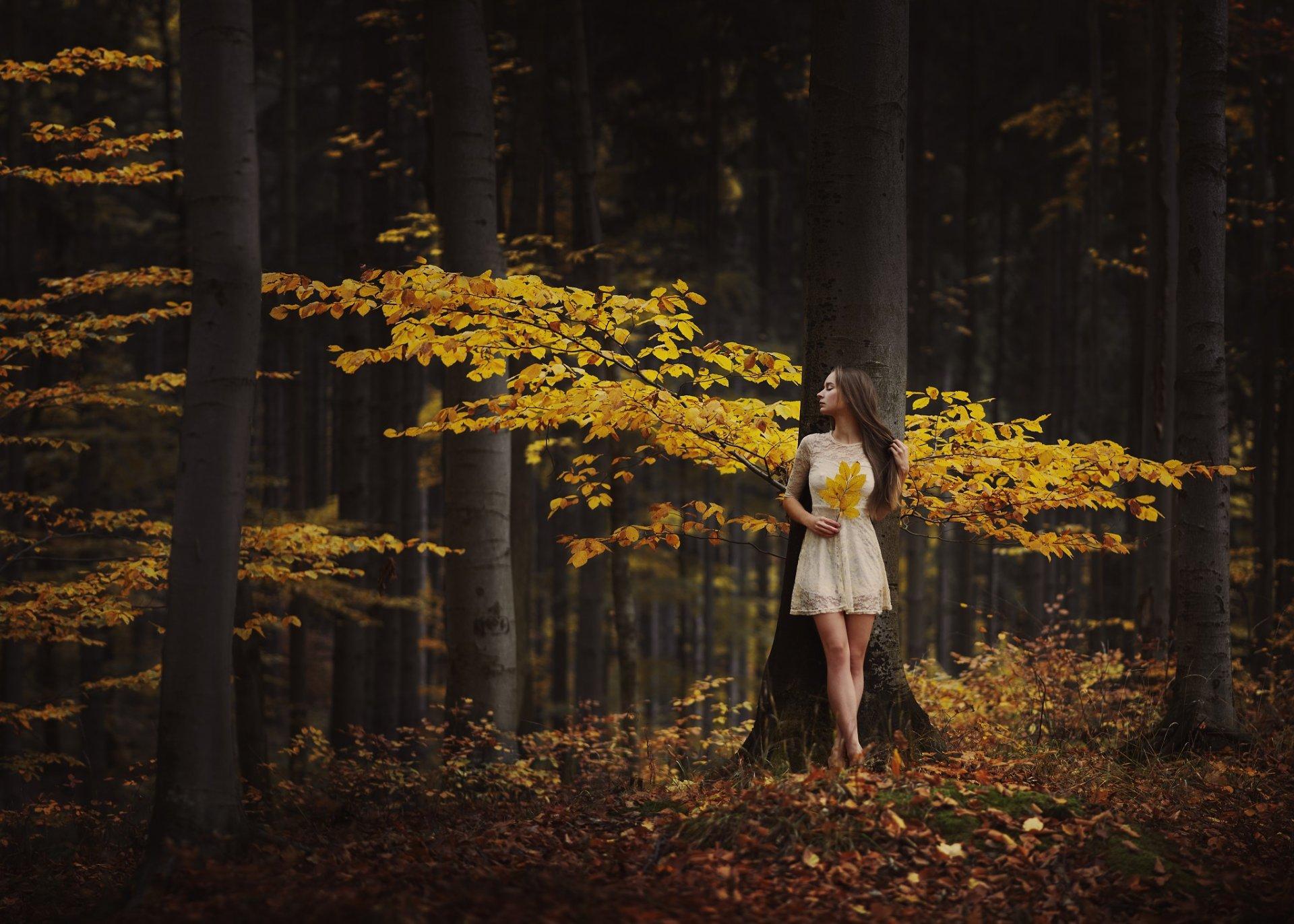 Встретили девушку в лесу, грудастая немецкая порноактриса