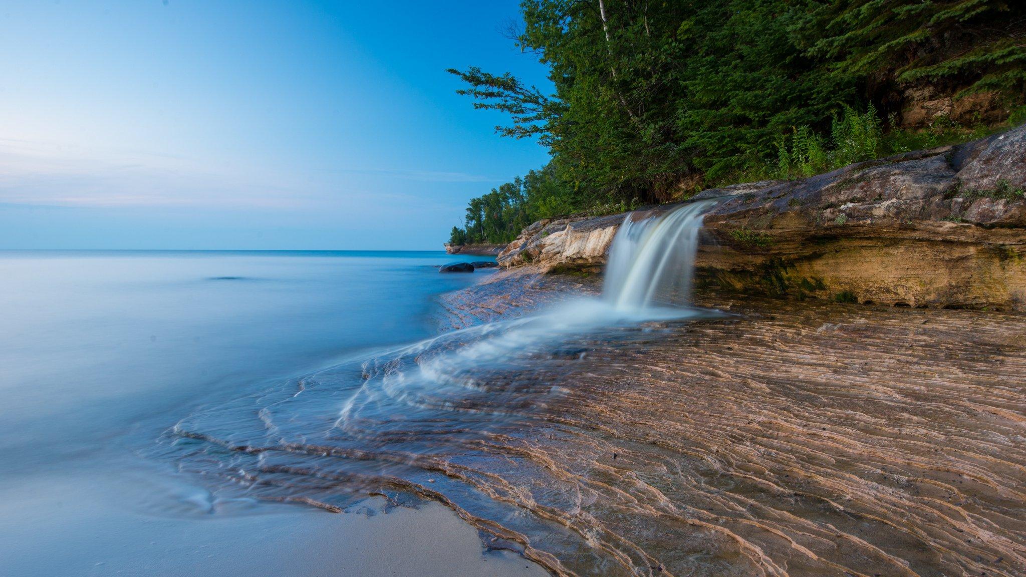 водопад деревья озеро  № 3898797 бесплатно