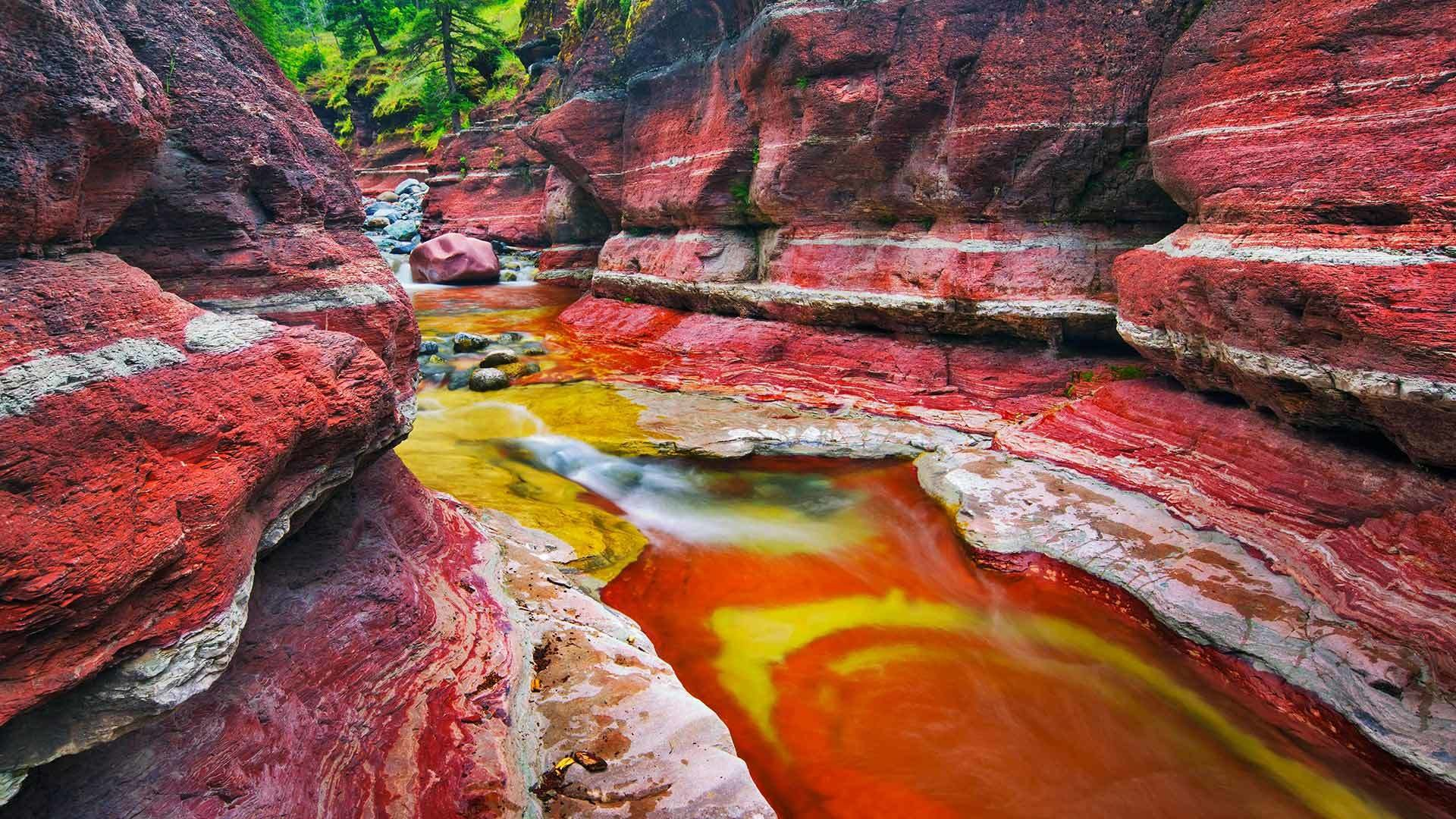 ущелье красные скалы вода смотреть