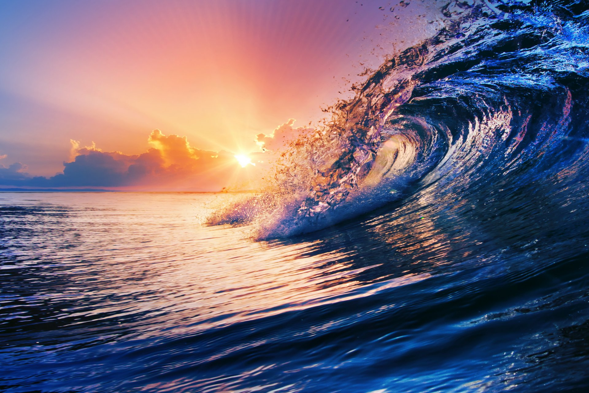 https://w-dog.ru/wallpapers/10/9/465408140813246/ocean-wave-blue-sea-sky-splash-okean-more-volna-voda-zakat.jpg