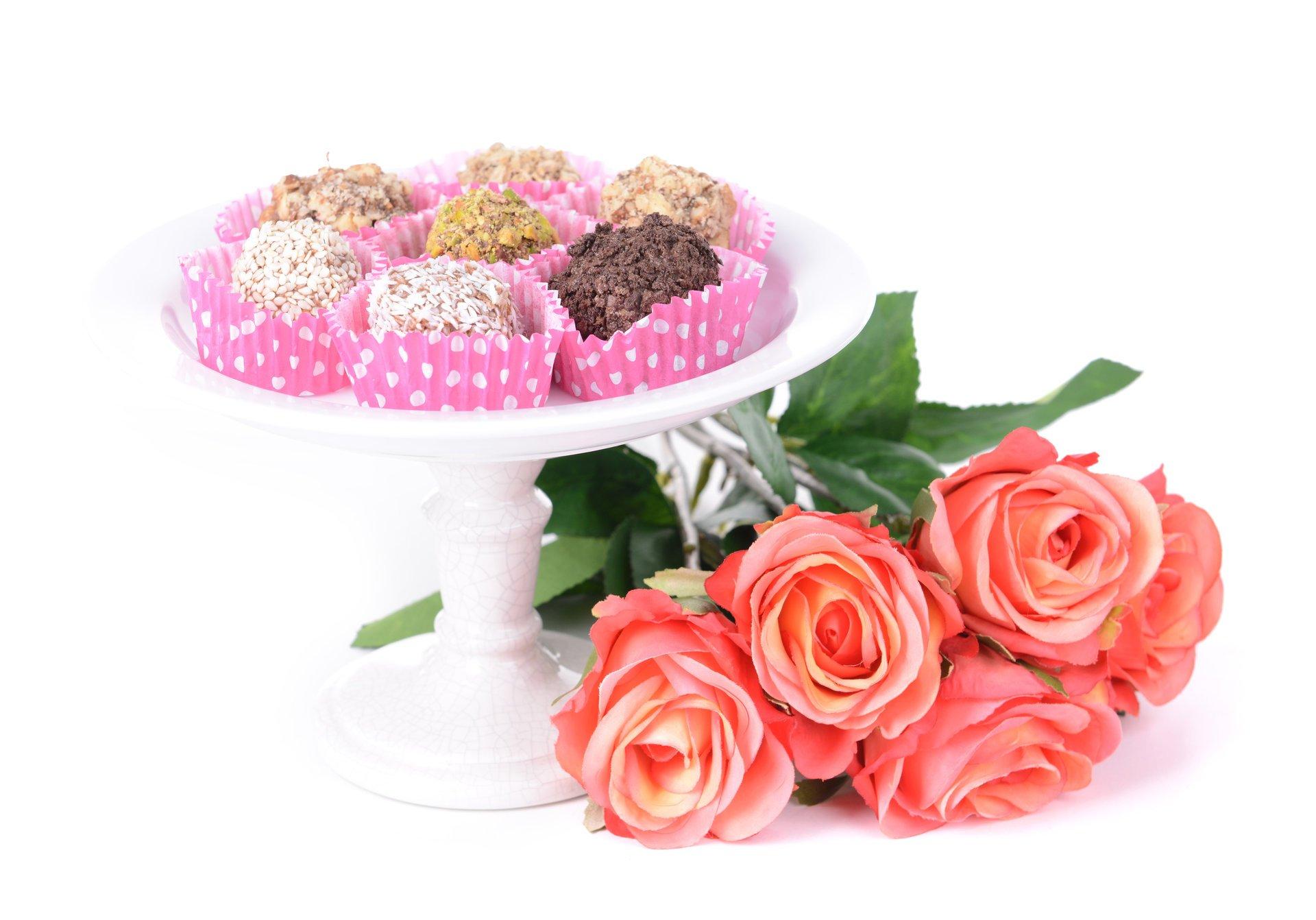 Открытка цветы и конфеты, стильных