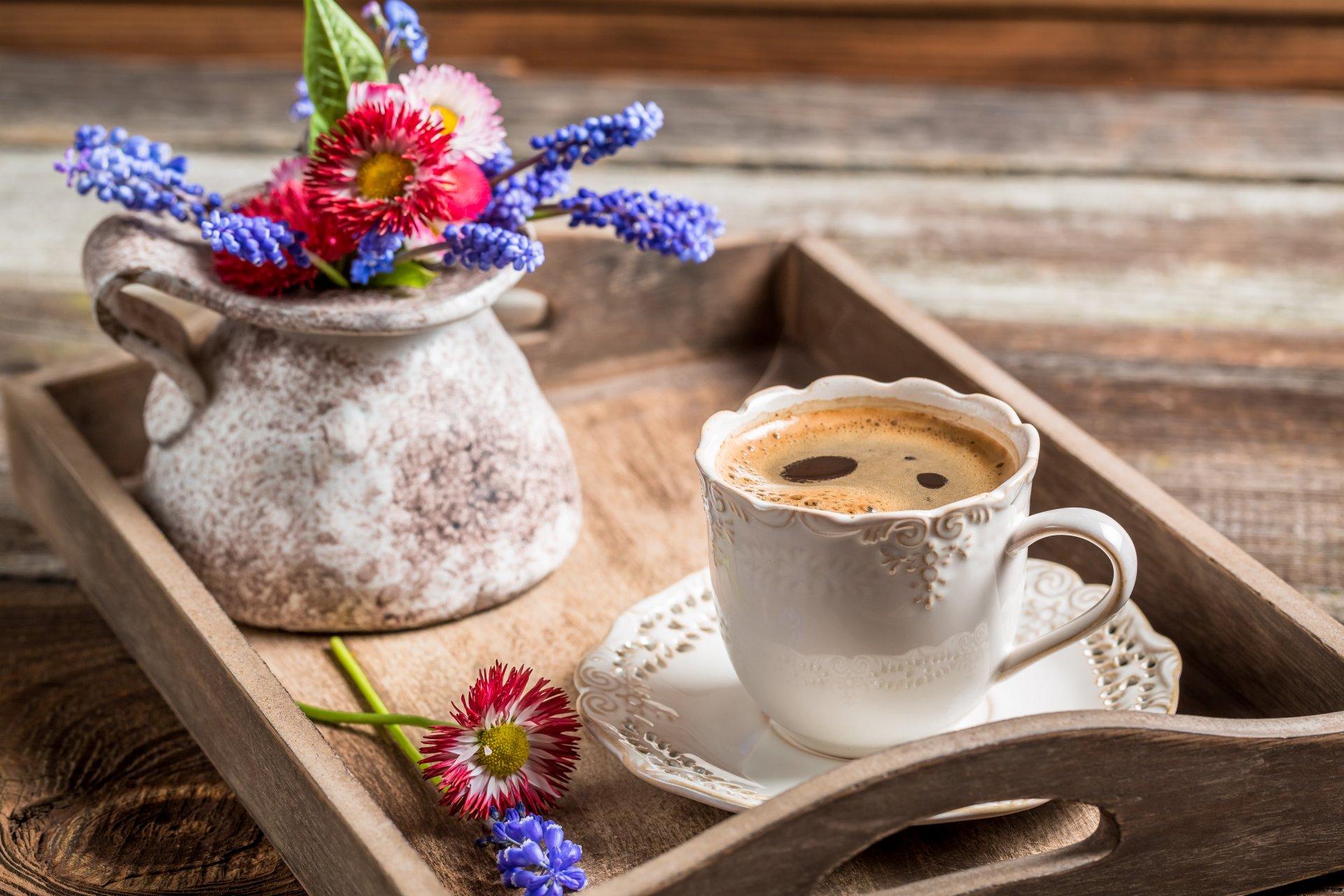 Доброе утро с цветами и кофе фото