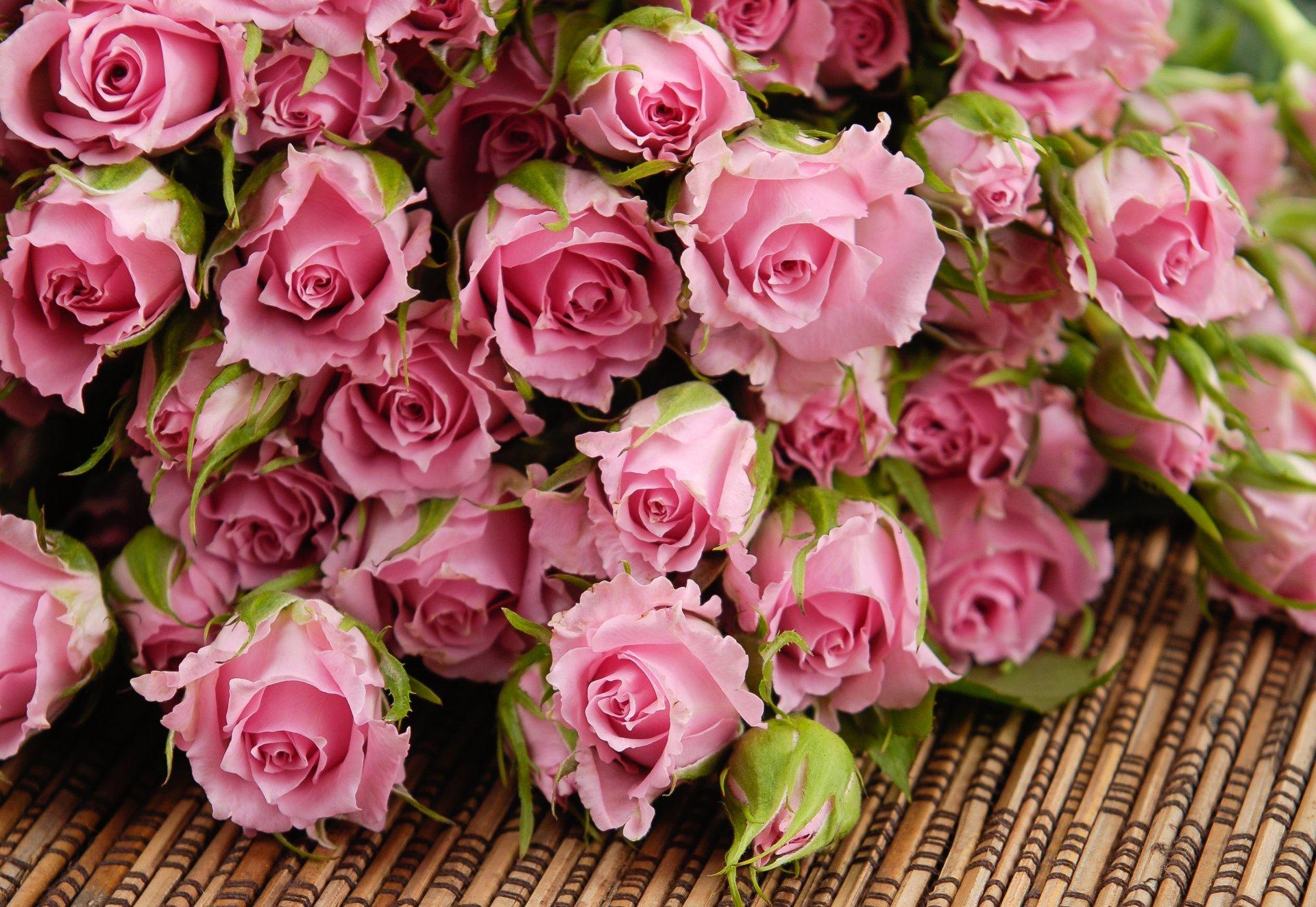 Открытка с днем рождения много цветов 87