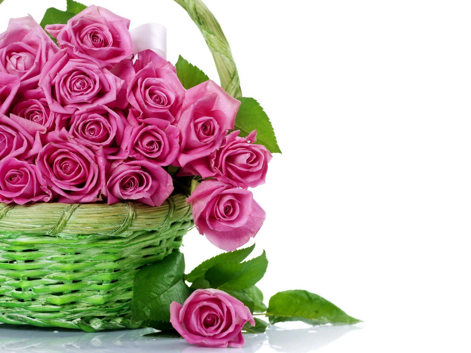 Открытка с днем рождения цветы в корзине с пожеланиями