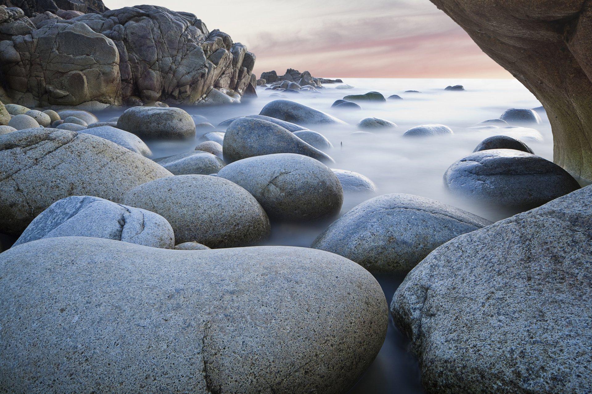фото белых камней у воды поиска запросу