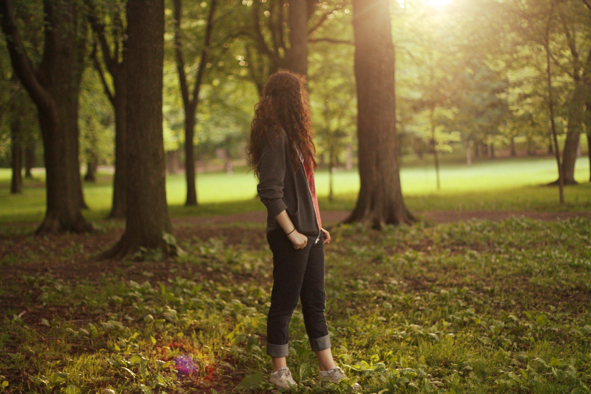 Девушку раздели на природе — 5
