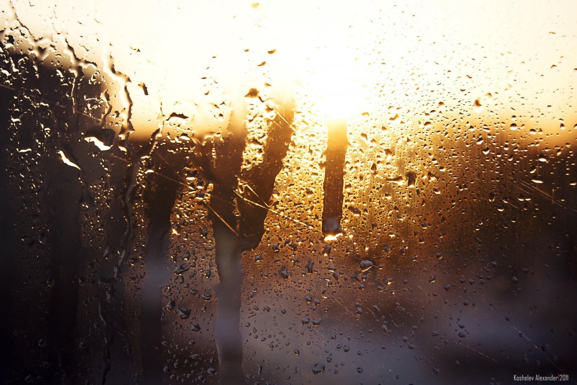 Картинка дождь на стекле