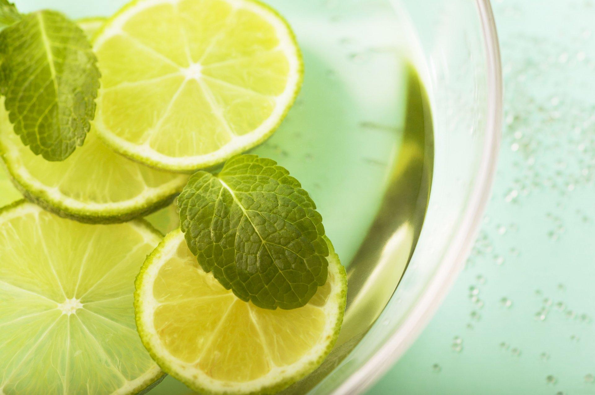 Дольки лимона в стакане  № 3698165 без смс