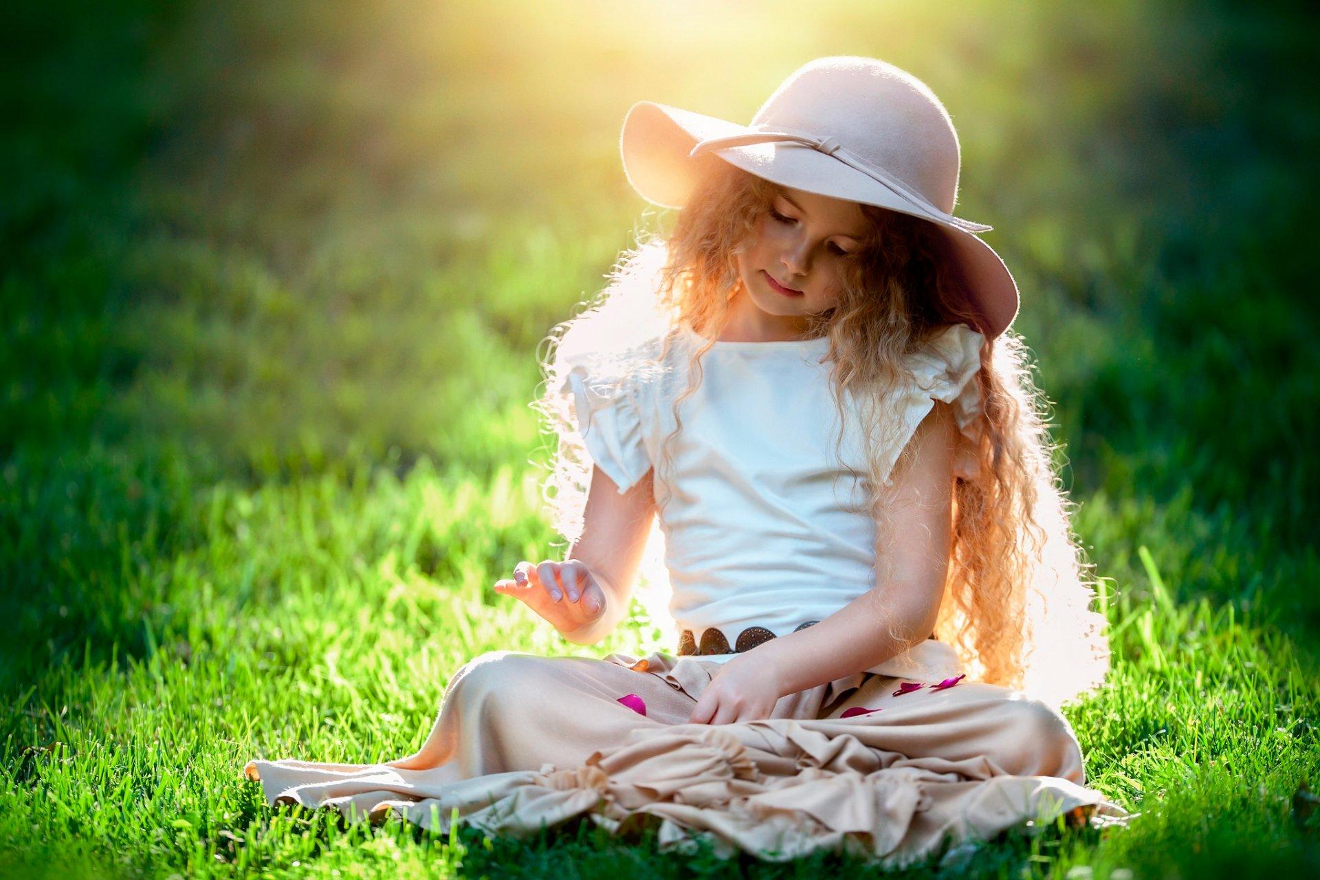 девушка шапка телефон разговор солнце скачать