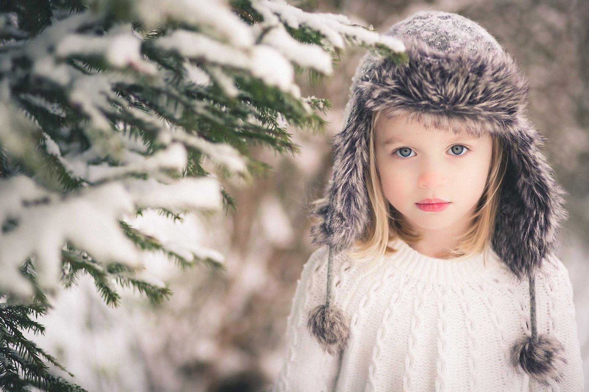 Девочка в вязаной шапочке  № 1822053  скачать