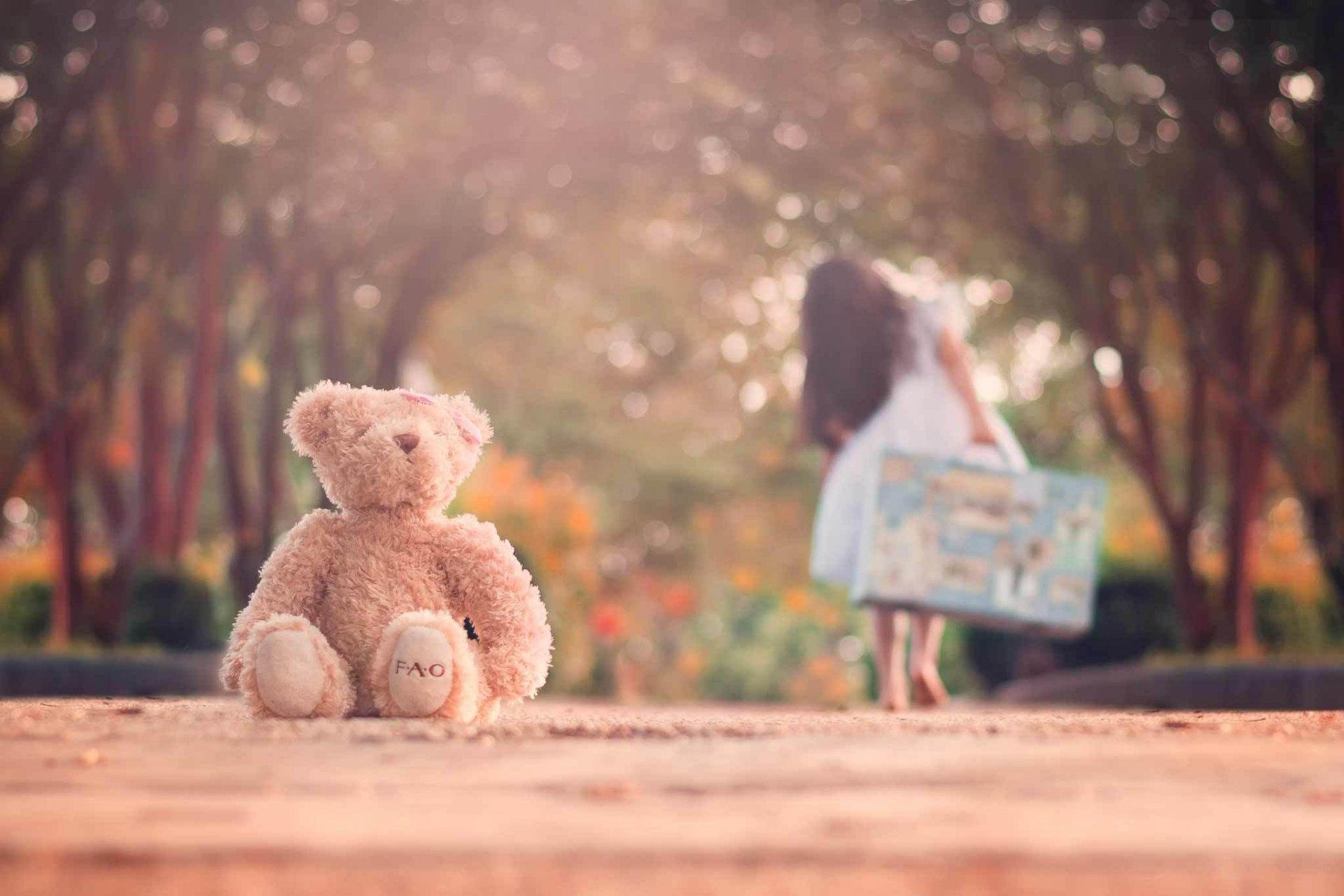 Профессиональное фото красивых девушек с игрушками 13