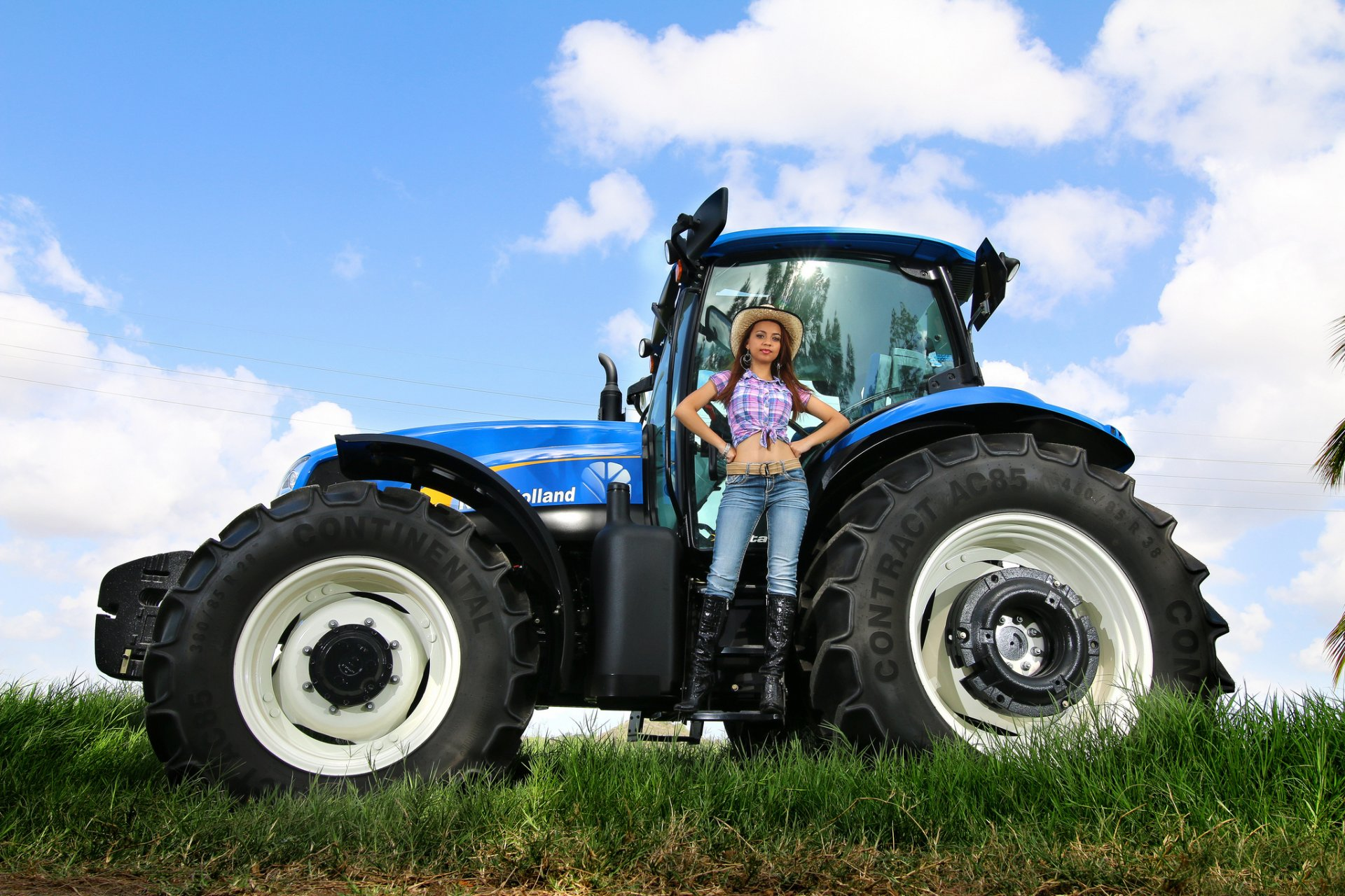 golaya-na-traktore