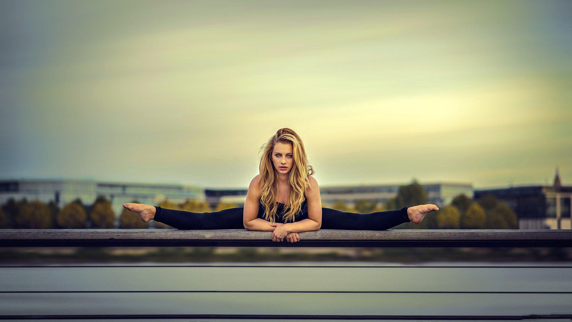 Блондинку прямо на столе фото 588-38