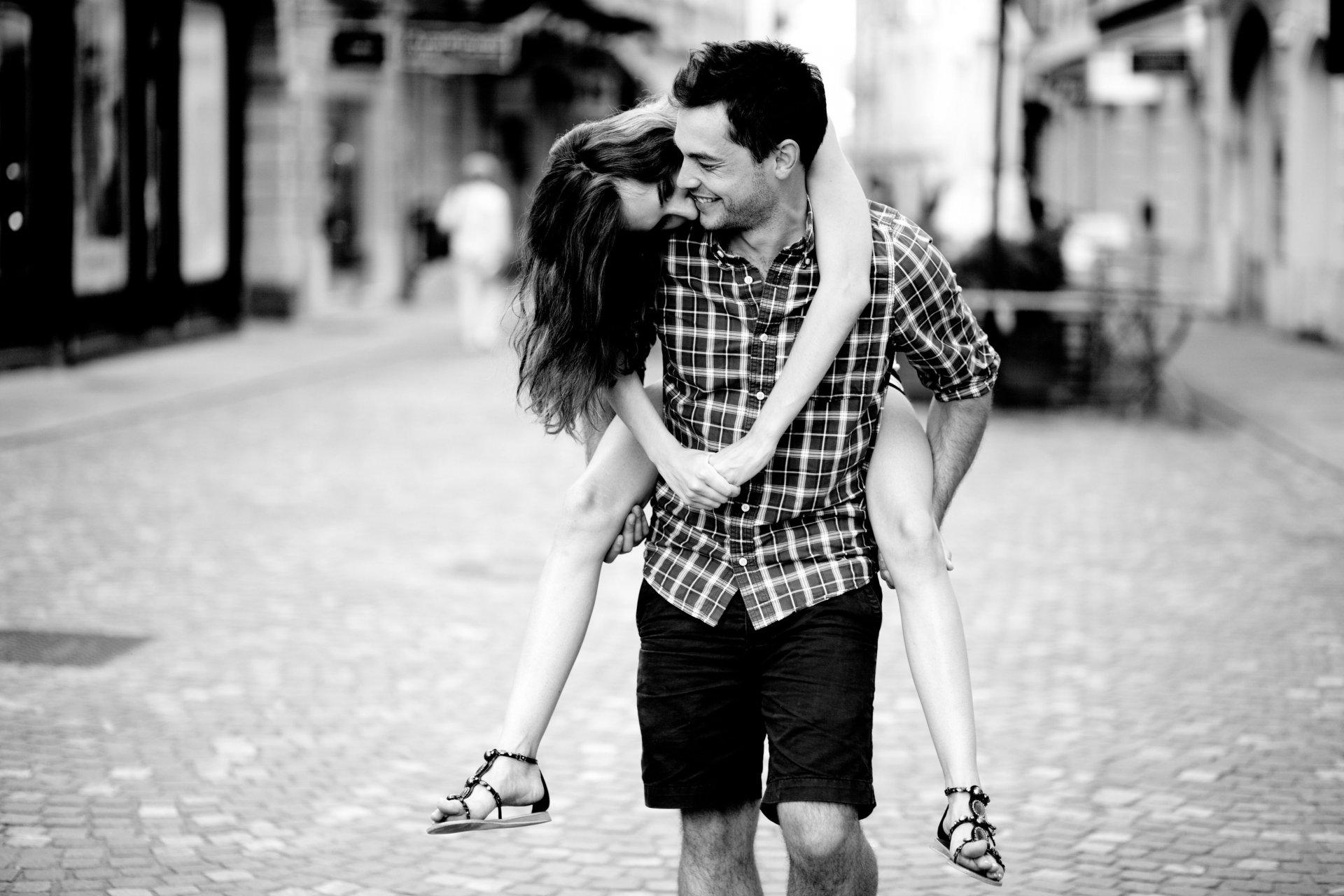 черно белые картинки про отношения нашли