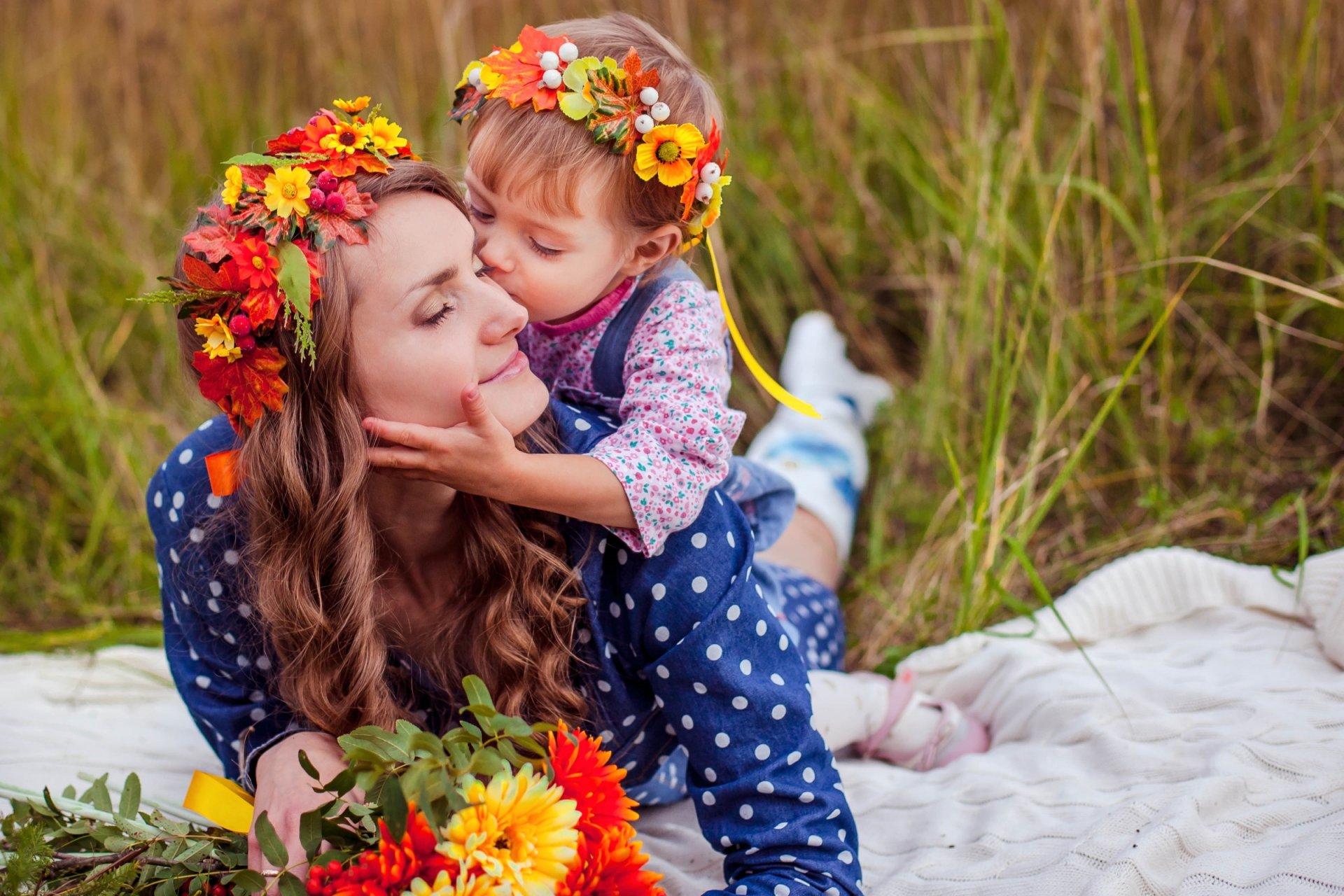 обои картинки с мамами женские костюмы