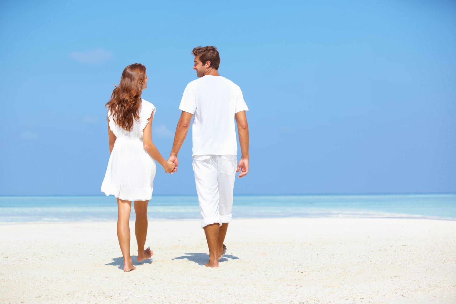 Открытка своими, картинки влюбленная пара у моря