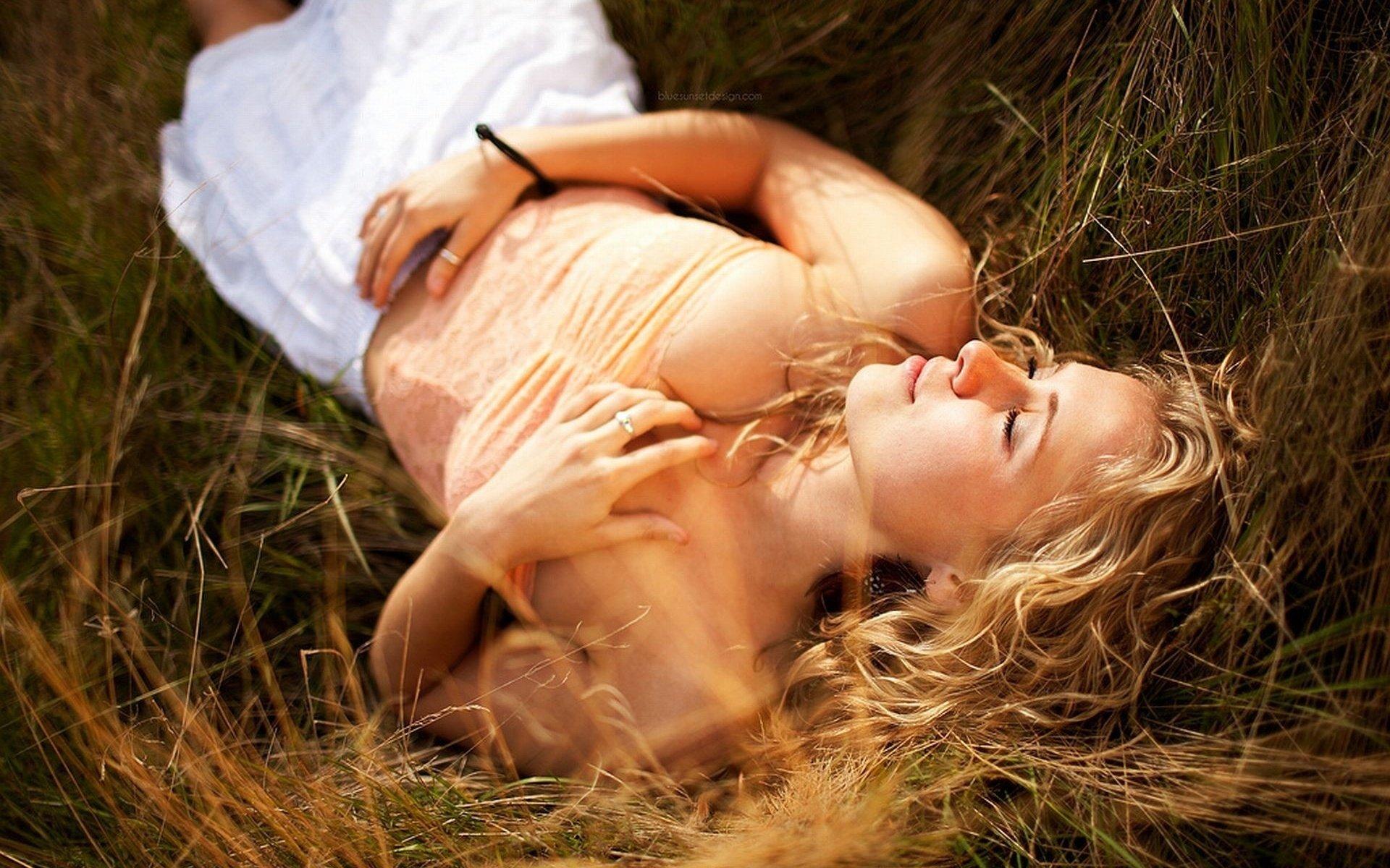 На природе секс случайно