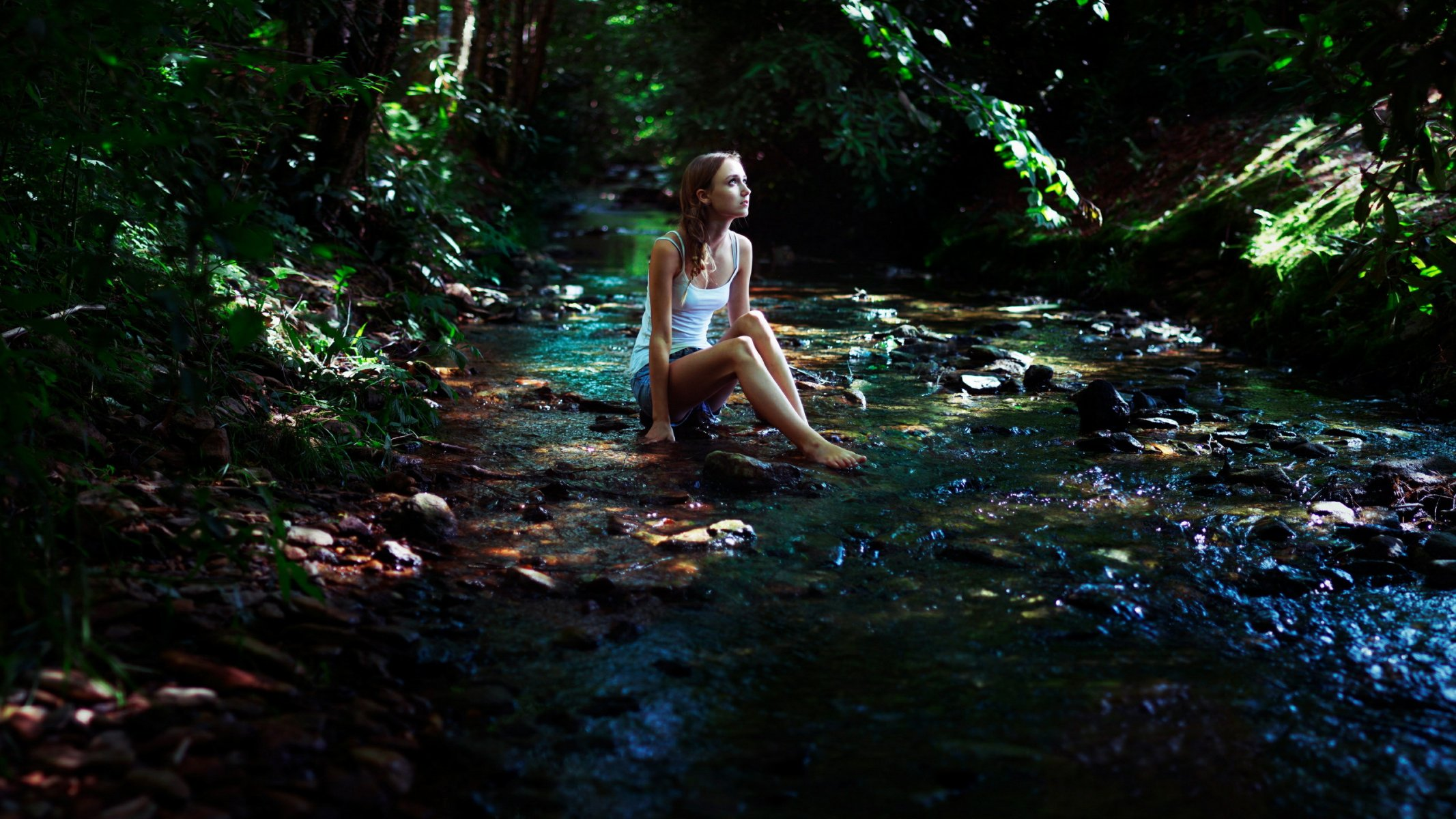 Три девушки у реки видео, пышная с огромной грудью и попкой фото