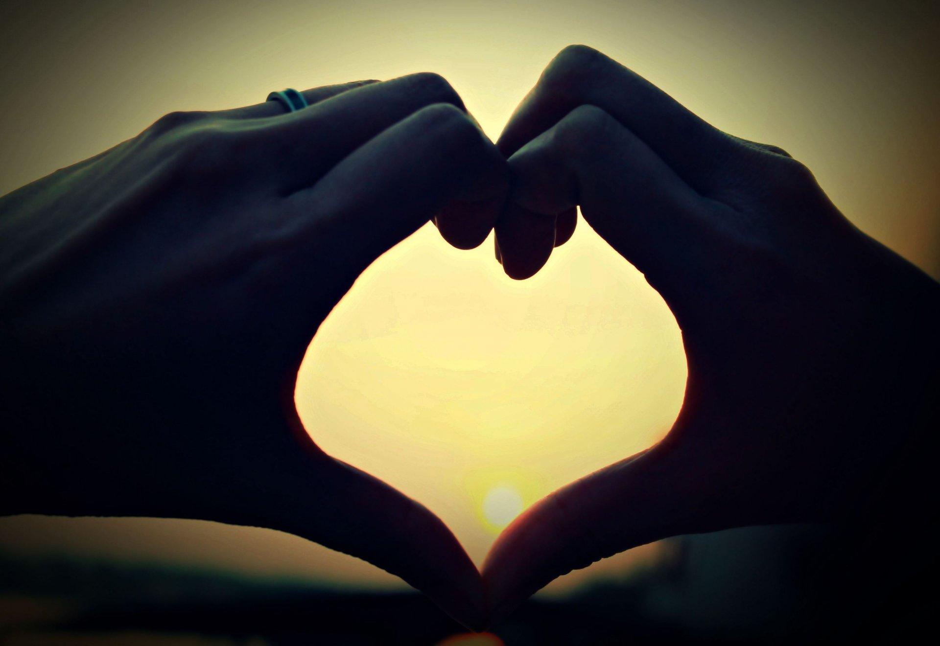 Картинки с сердцем и руками