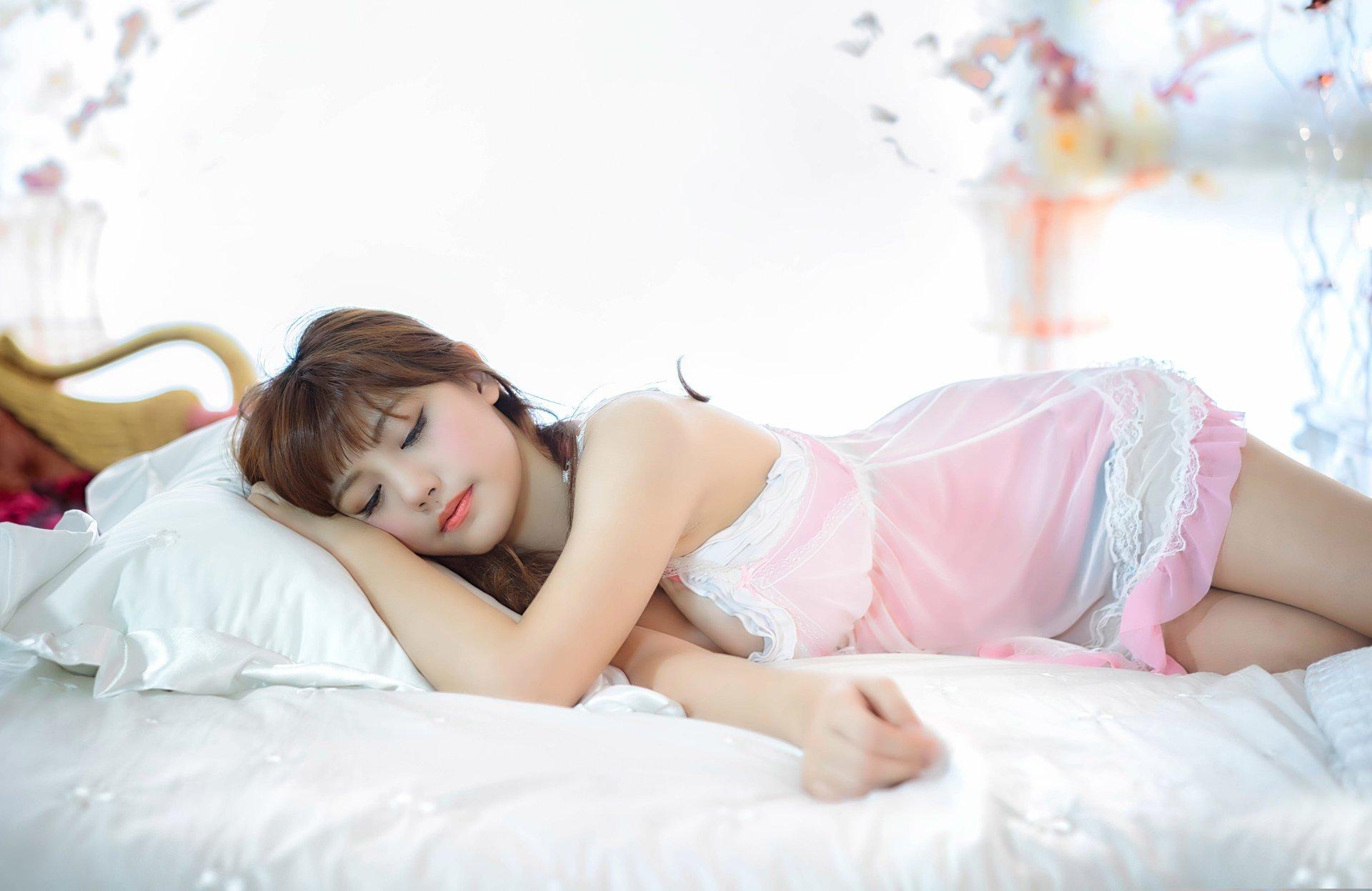 Девушка спящая лучшее выс качестве видео предложить
