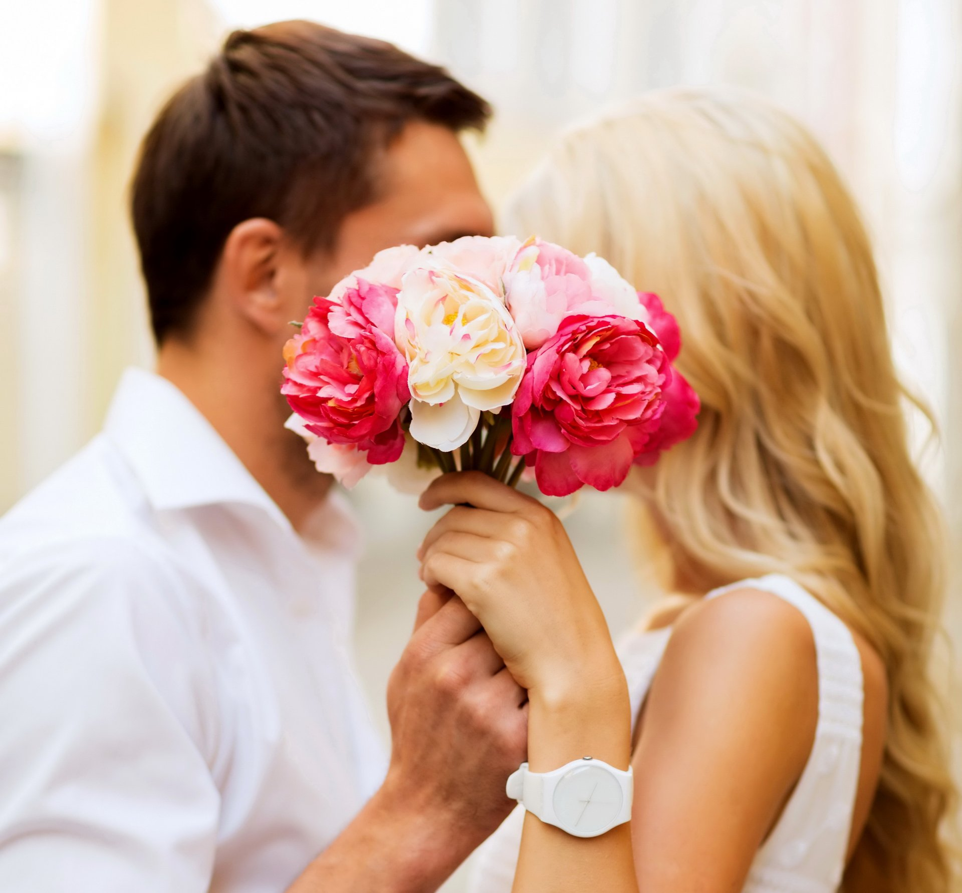 Открытки цветы и поцелуи
