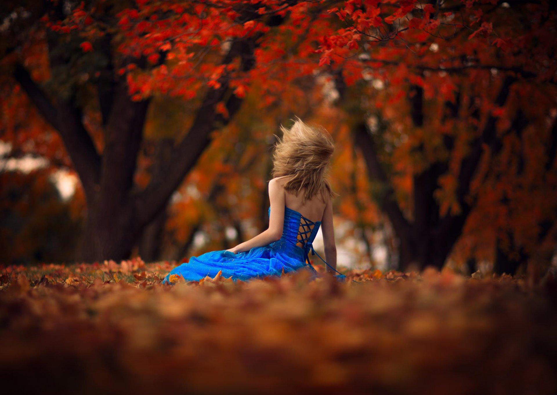 Девушка в платье осень фото