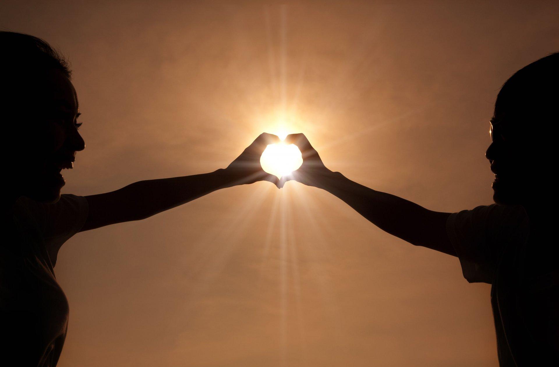 Открытки военной, картинки солнце в руках человека