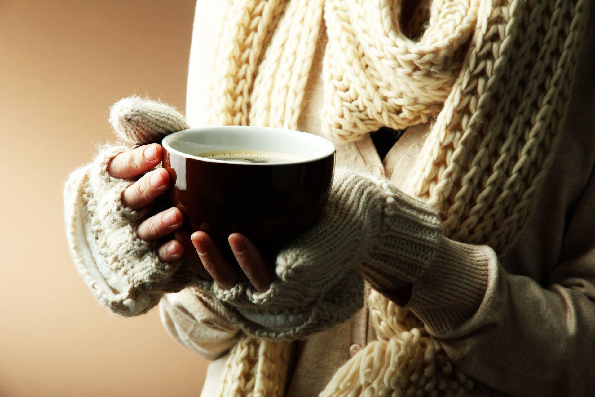 Цена, картинка с чашкой кофе в руках