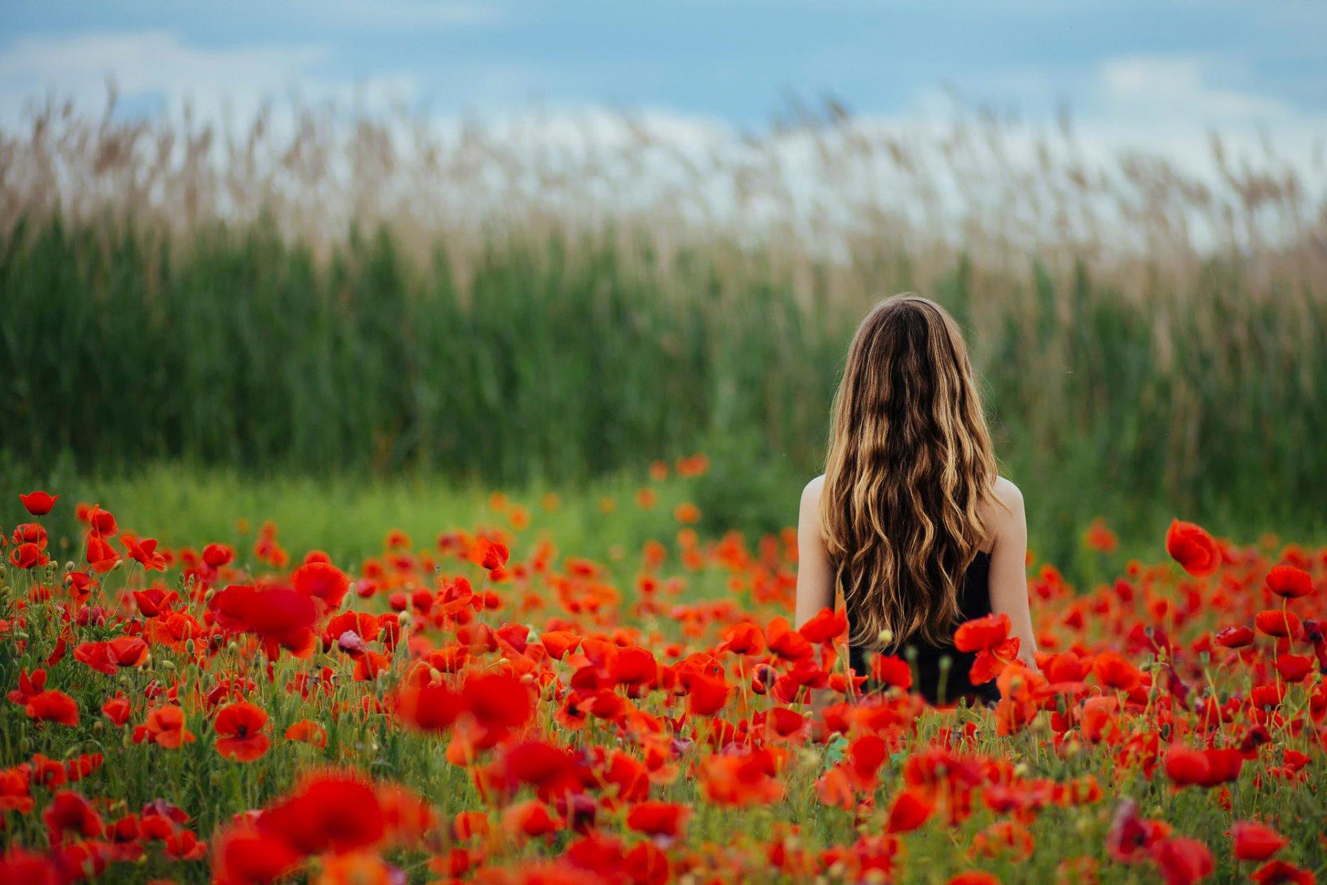 Михаилу, картинки девушка в цветах спиной