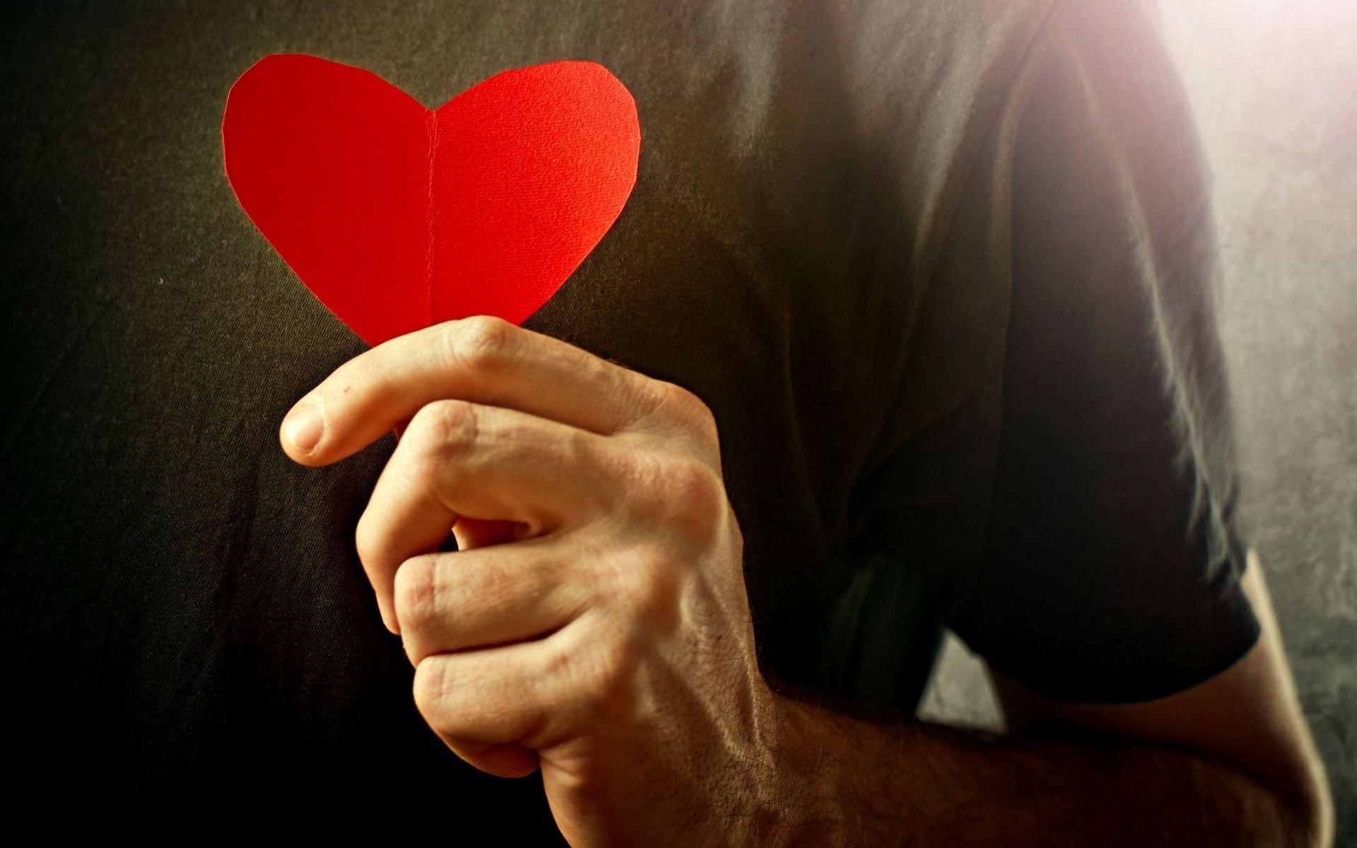 Сердце девушка обнимка  № 1659668 бесплатно
