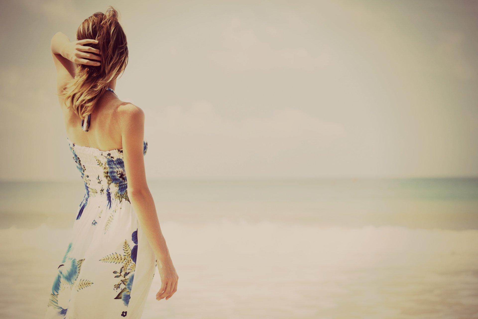Фото красивых девушек со спины летом
