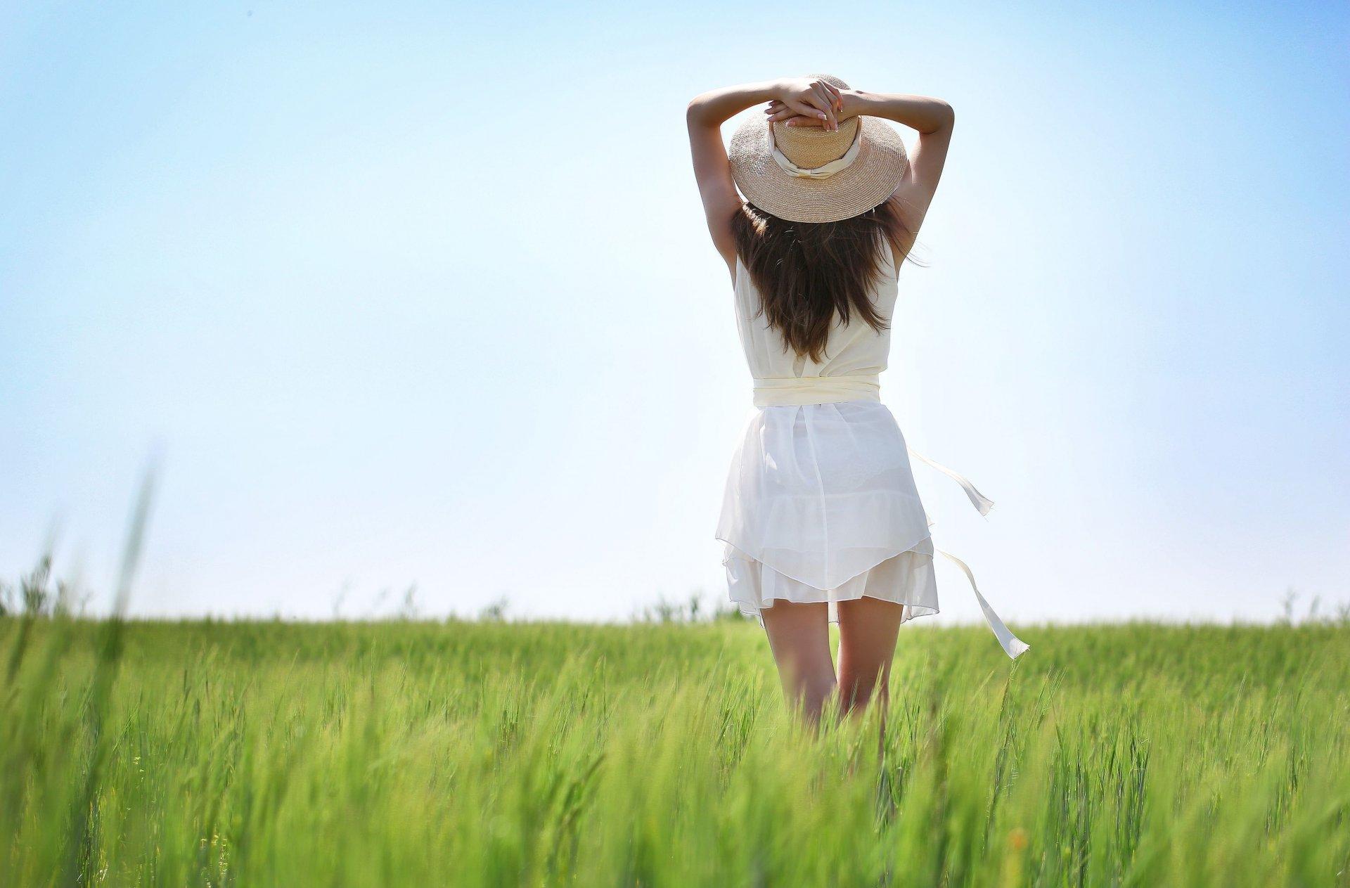 Фото девушек на аву со спины летом