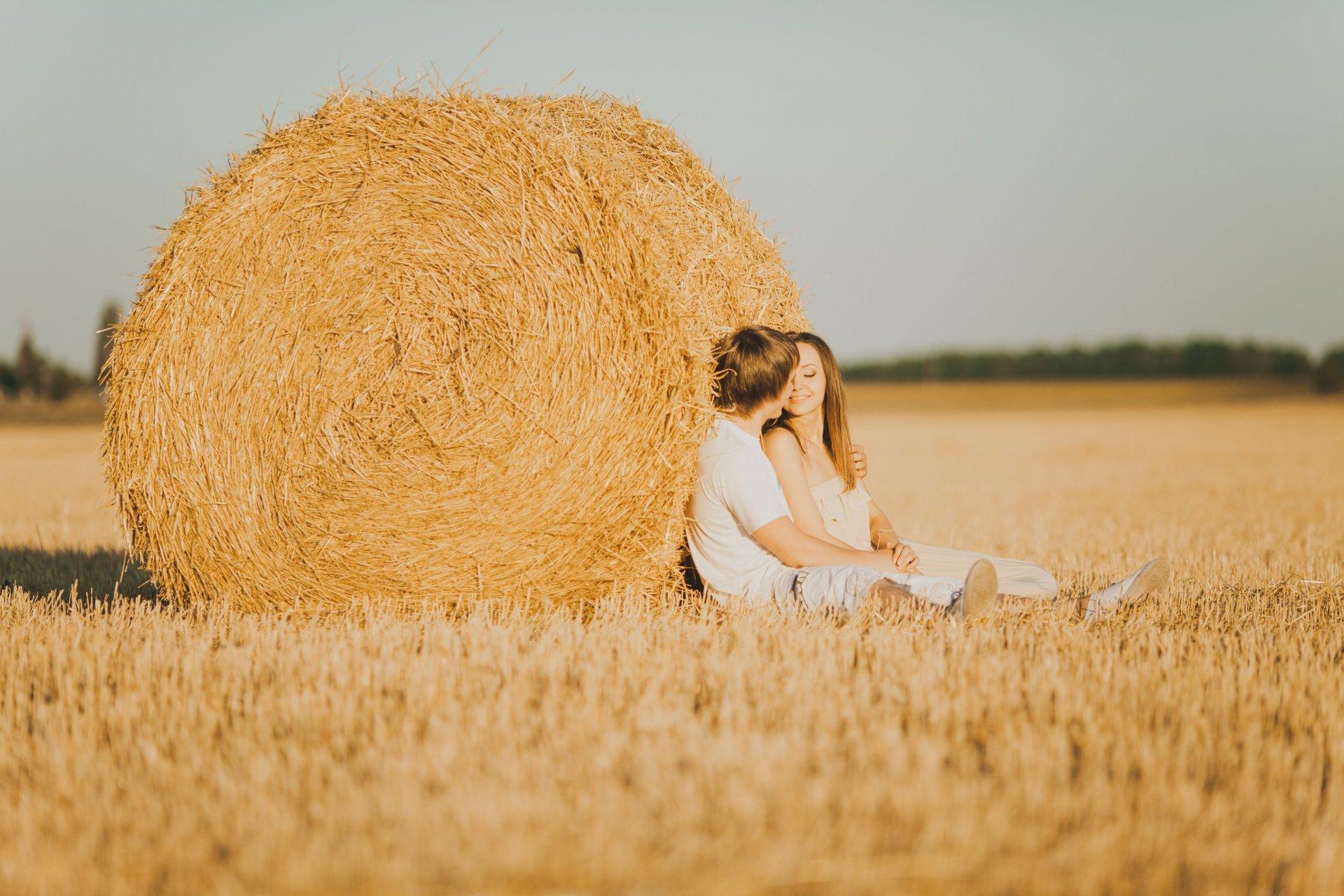 Картинки девушка брюнетка с парнем на природе
