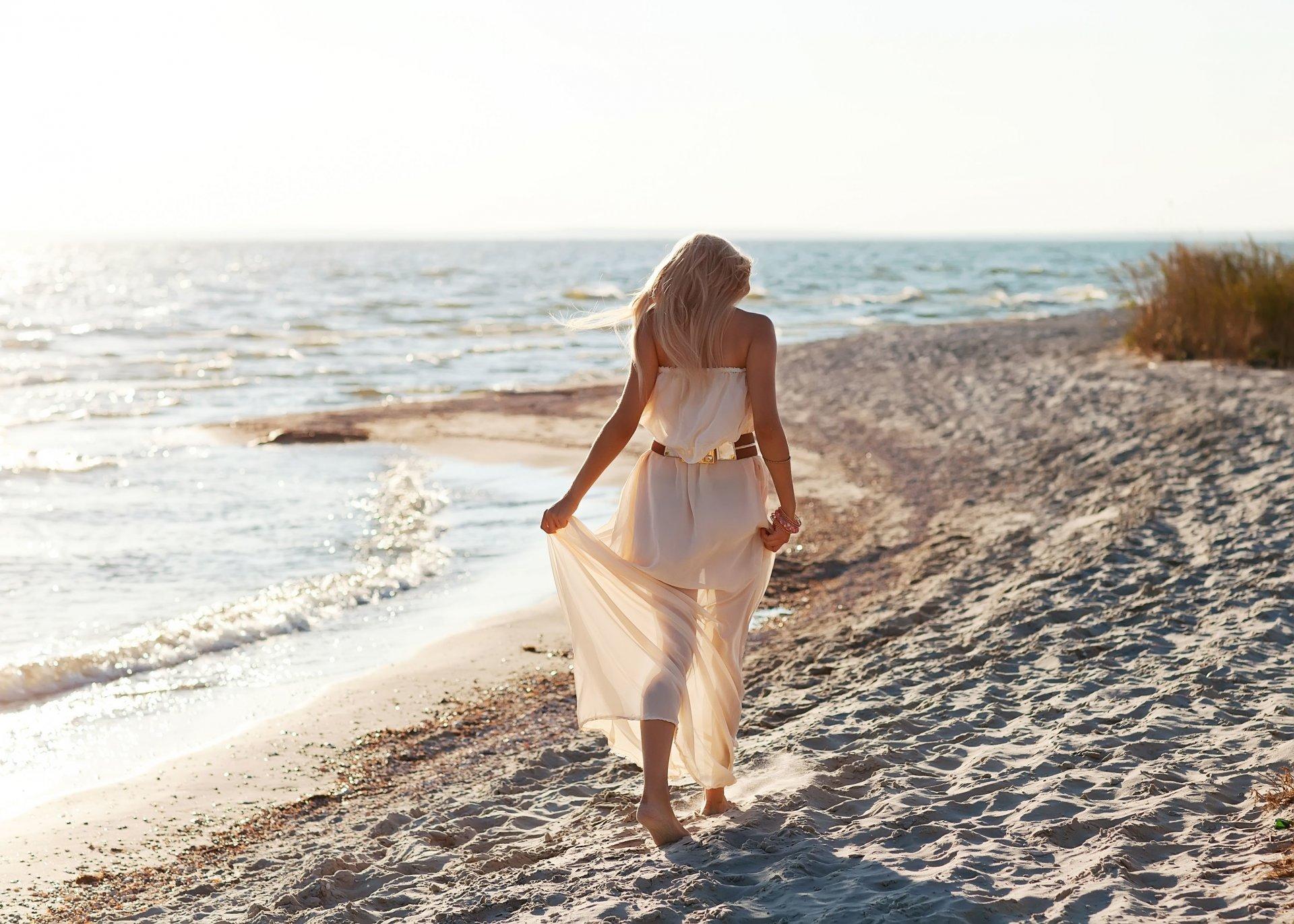 Днем семьи, картинки женщин на море спиной