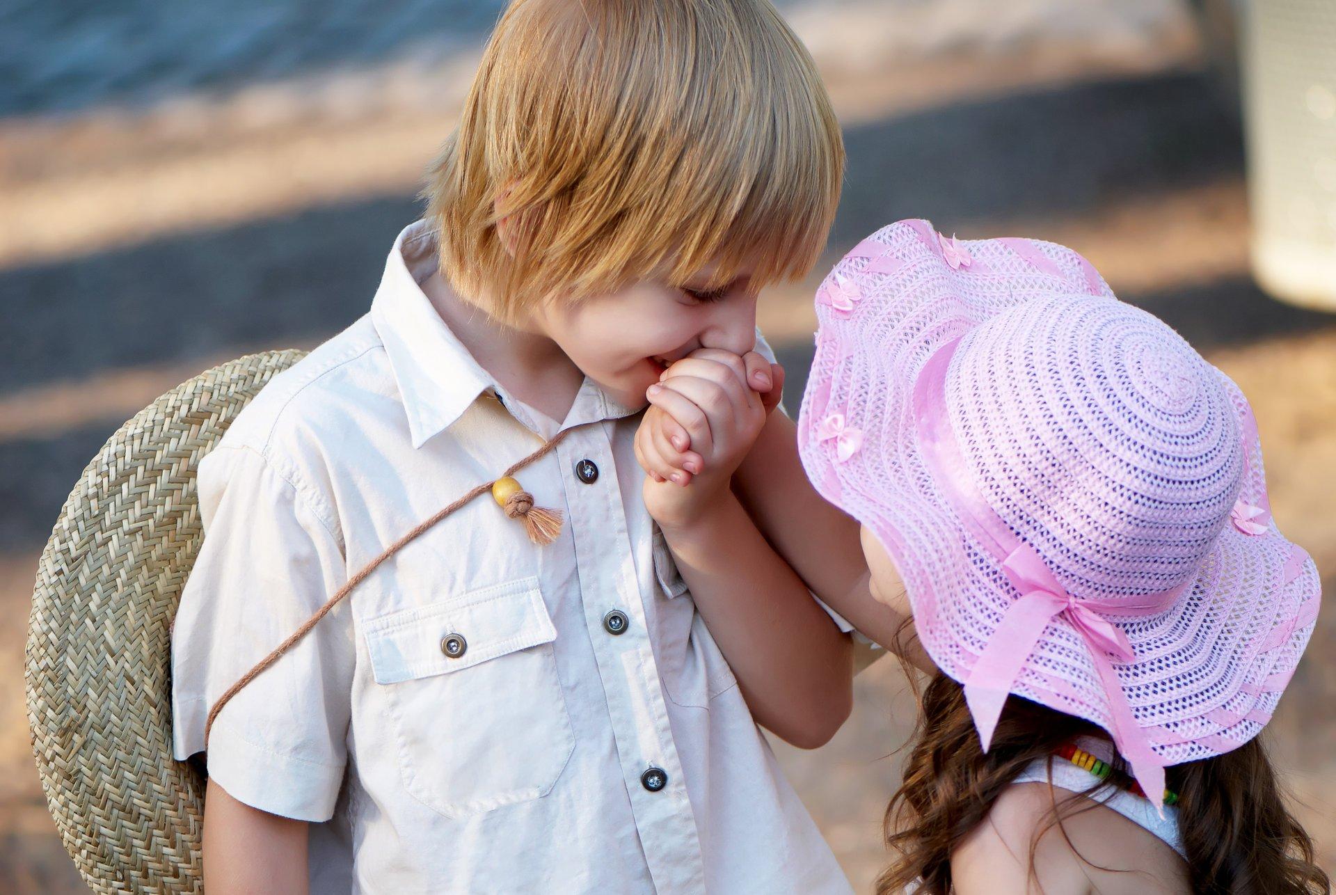 Картинки маленькие целуются