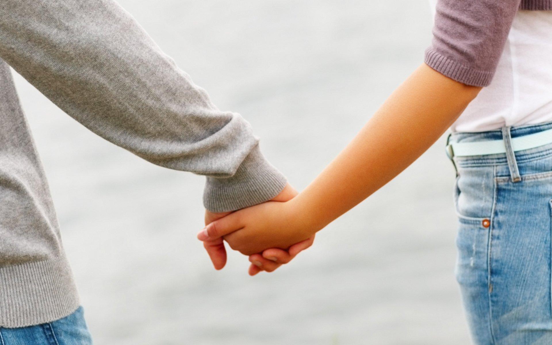 Во сне держать за руку свою девушку