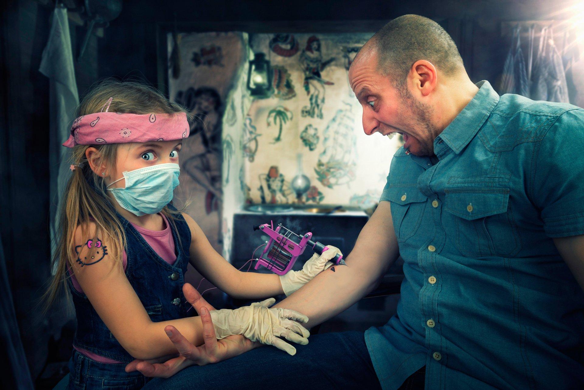 Мужчина целует, смешные картинки с татуировщиками