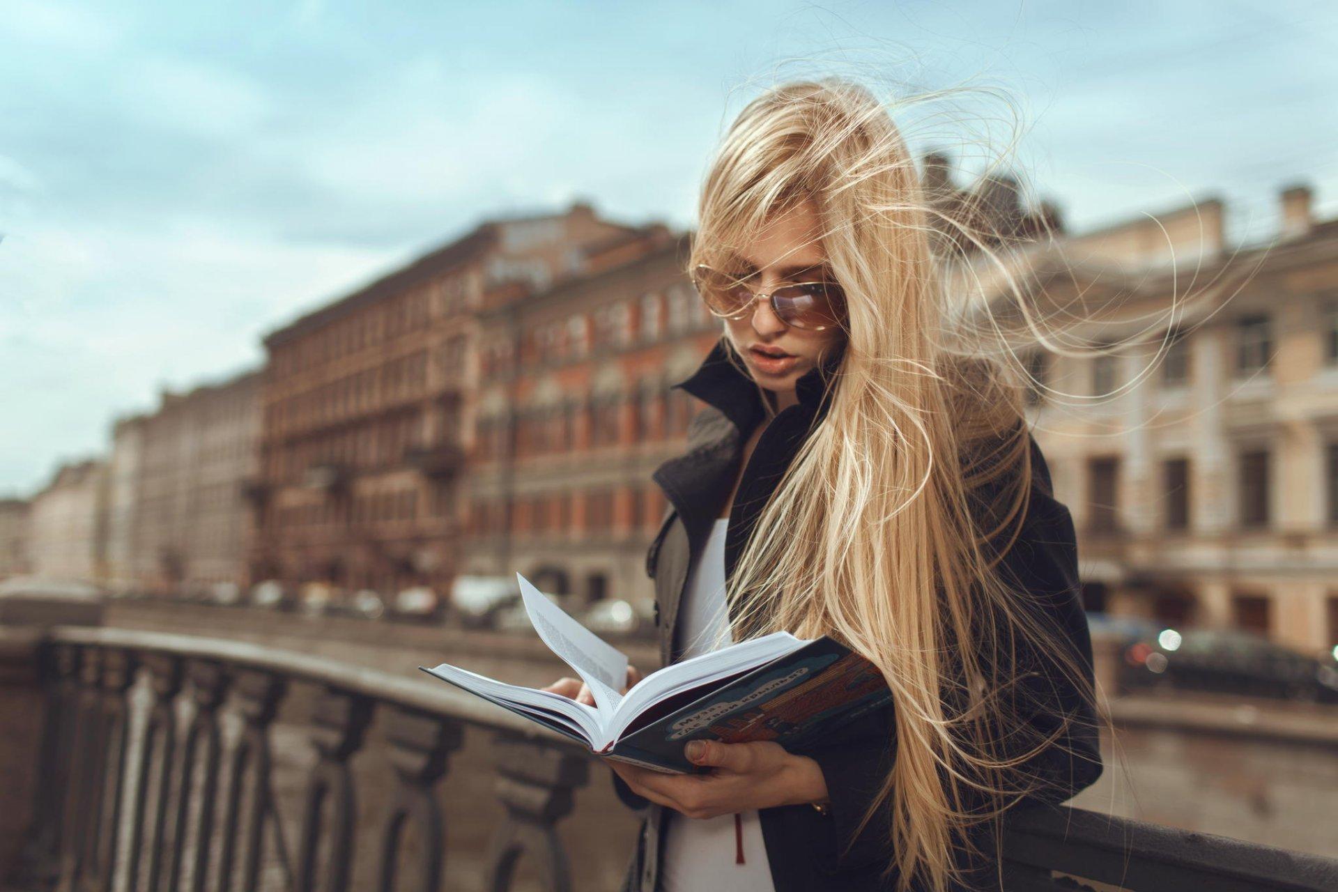 девушка блондинка книга girl blonde book  № 2710624 без смс