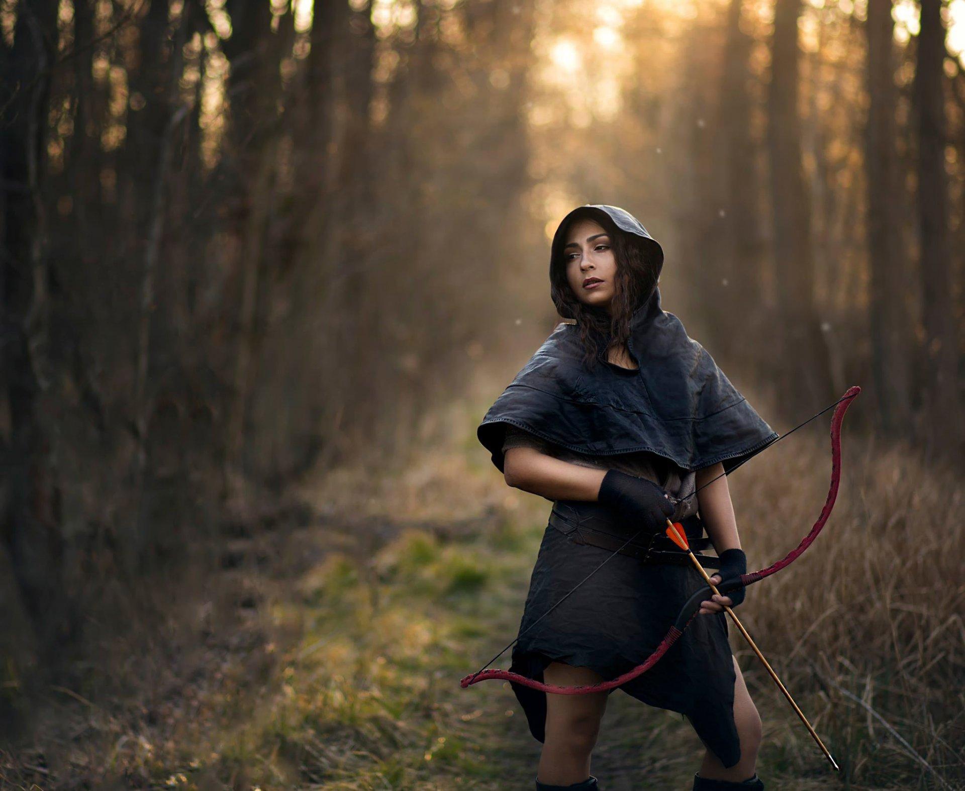 Девушка с луком и стрелами фото