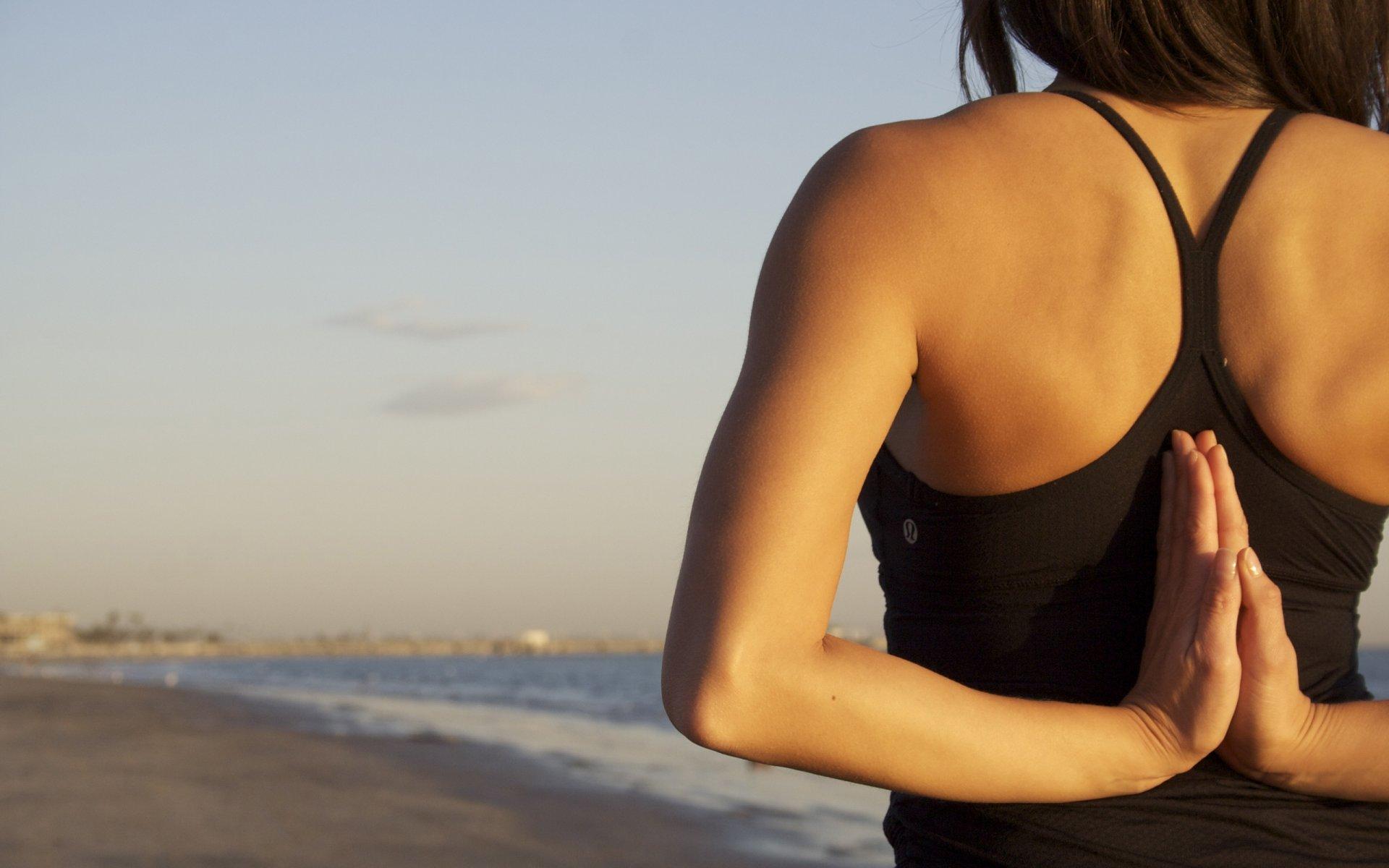 Прикольные, картинки женщин за 40 на аву со спины
