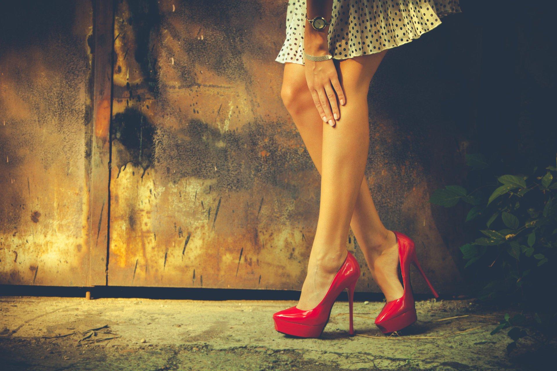 Девушки на каблуках и шпильках фото
